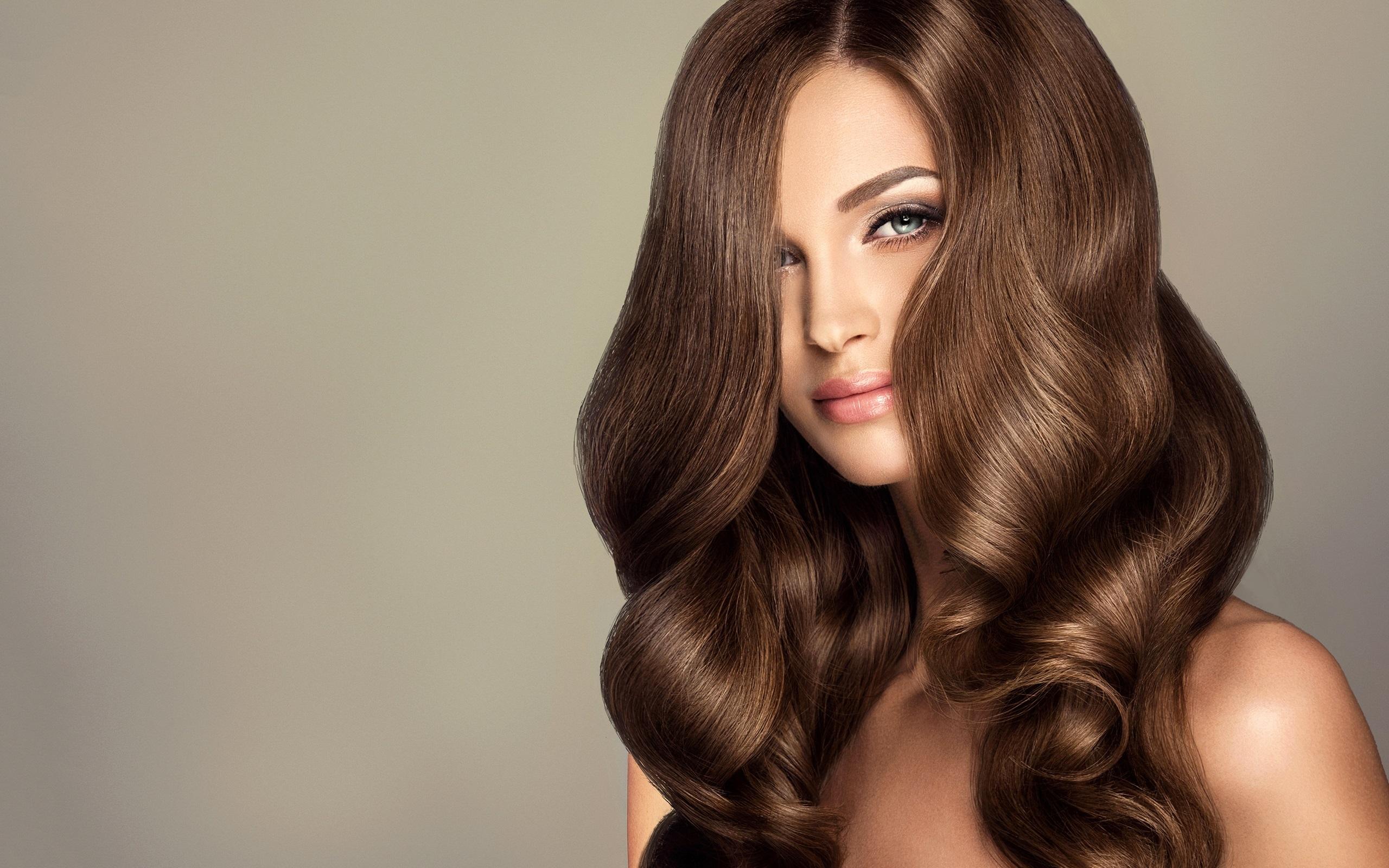 Fashion Beauty Hair: 배경 화면 패션 소녀, 머리 스타일, 갈색 곱슬 머리 2560x1600 HD 그림, 이미지