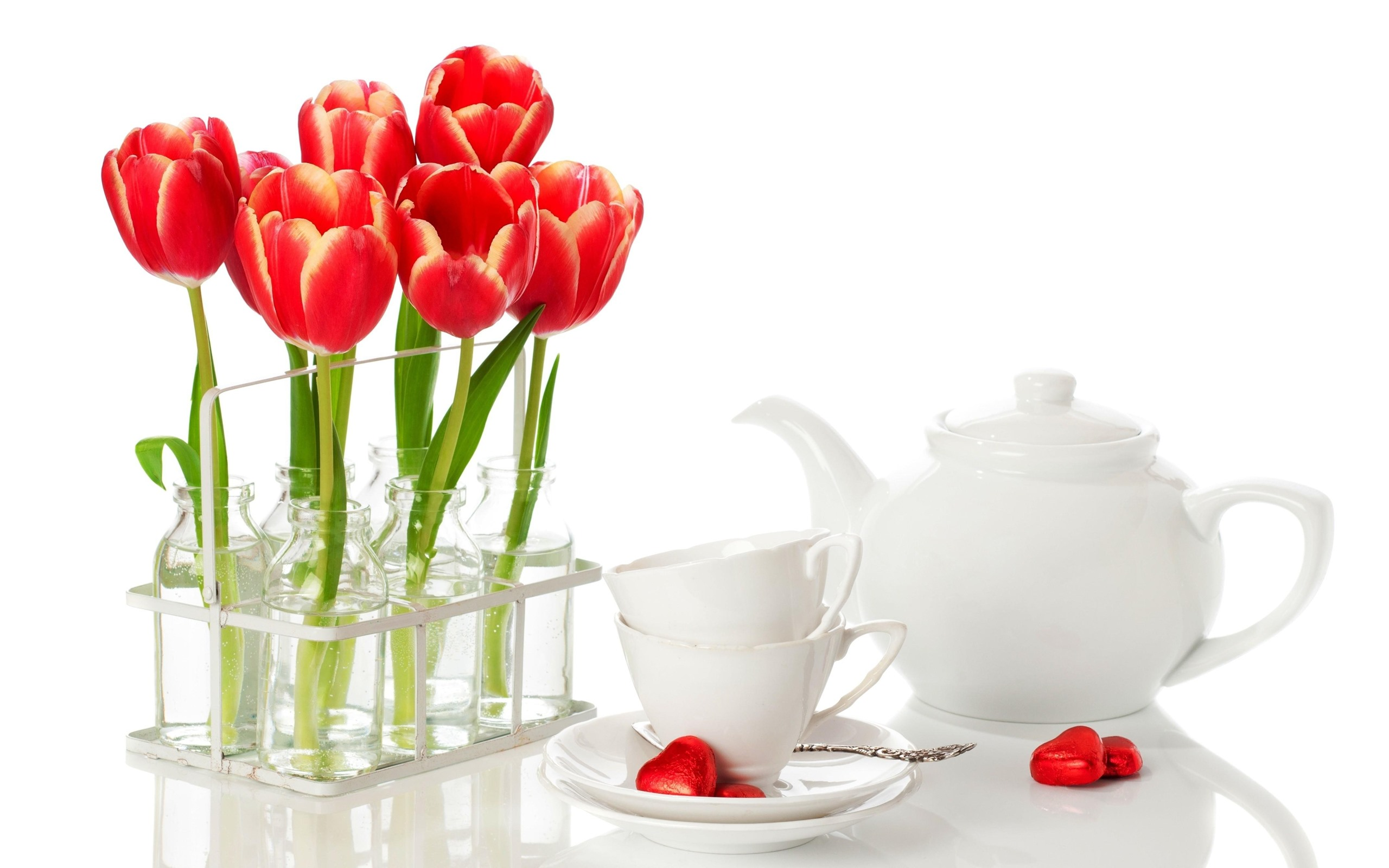 чашка с тюльпанами открытка нарезанных полос должна