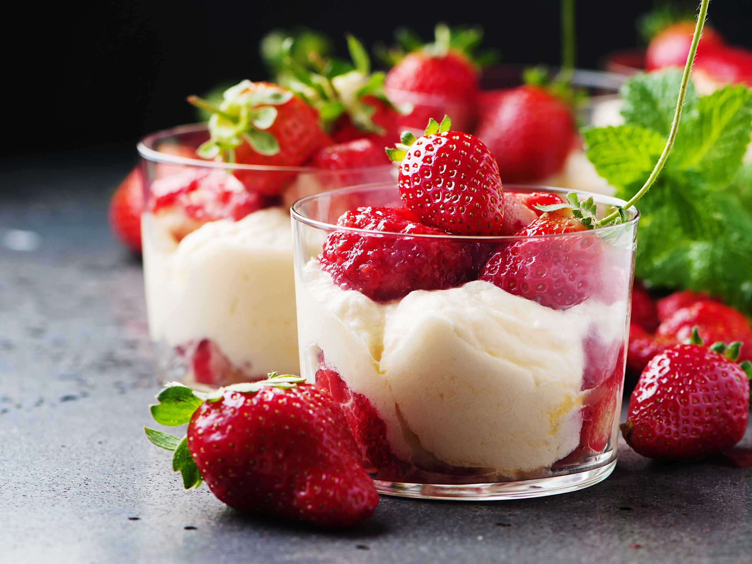 2560x1920 HD Wallpaper Strawberry, ice cream, mint, dessert