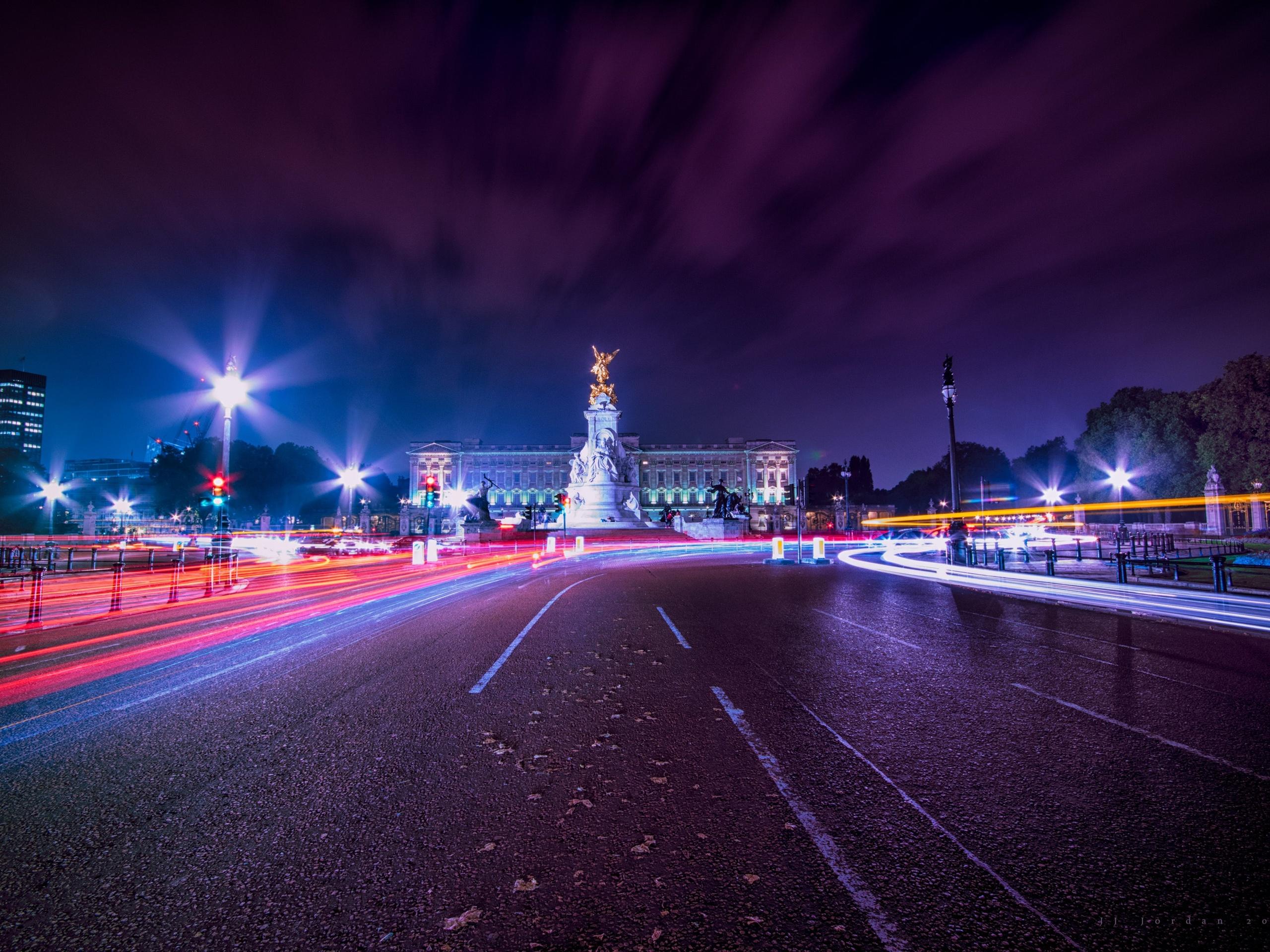 Картинка ночной дороги в городе