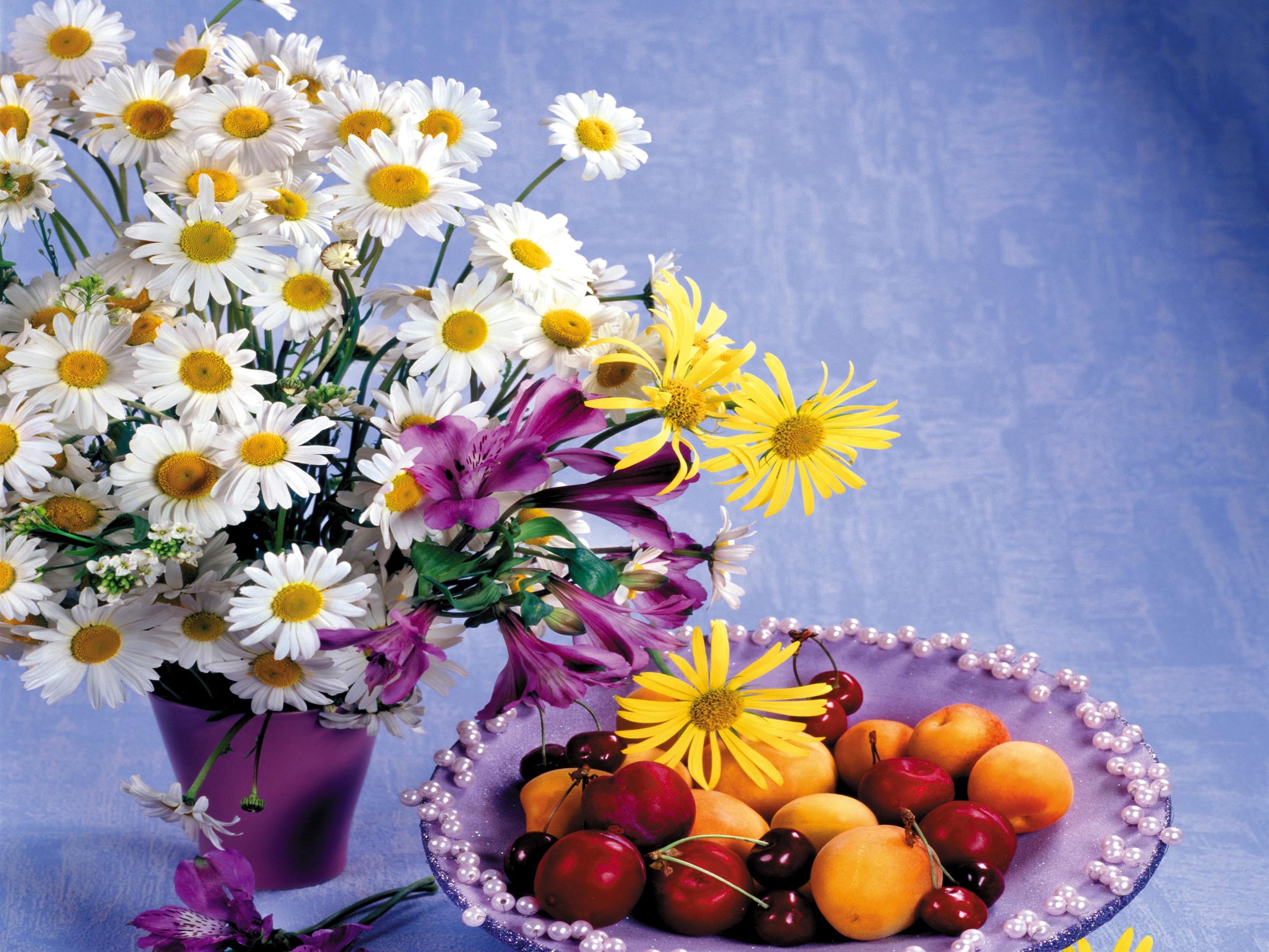 Открытка с фруктами и цветами