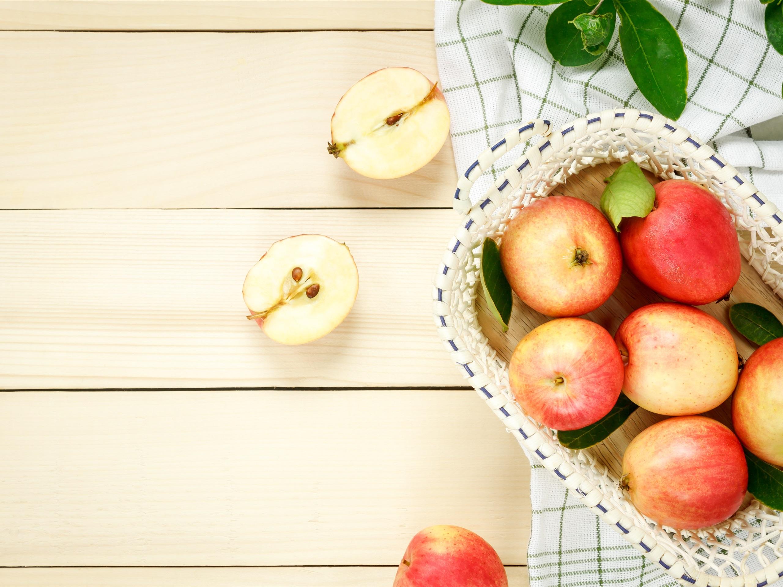 Foodesign Fresh Fruit Basket: Red Apples, Fresh Fruit, Basket 1125x2436 IPhone XS/X