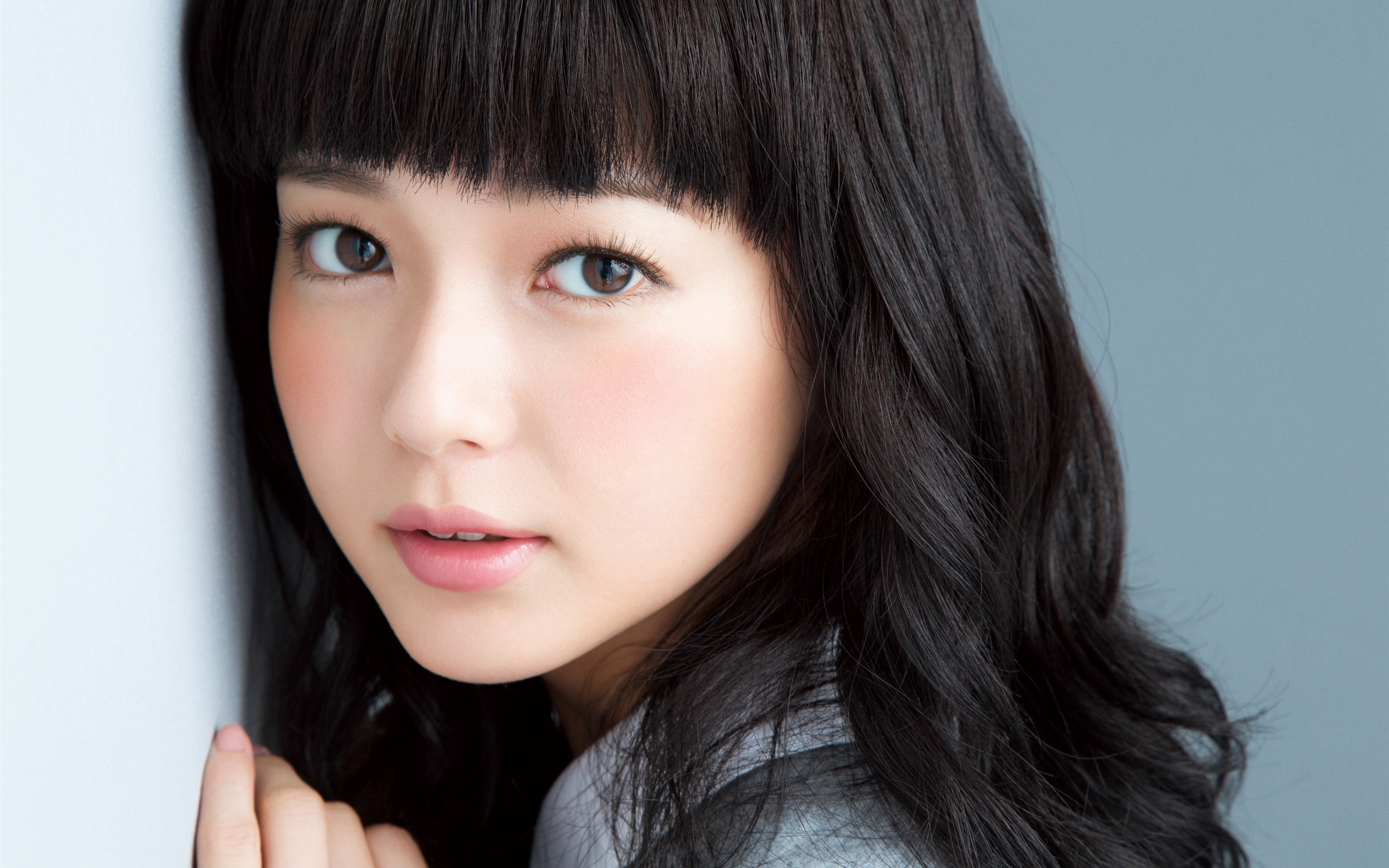 wallpaper beautiful japanese girl, curly hair, lovely face 2880x1800
