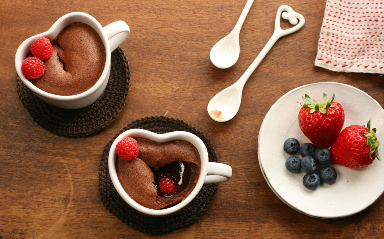 Пироженое с клюбникой и с чаем  № 2153817 без смс