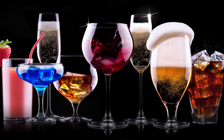 Leckere Cocktails, bunte Getränke, schwarzer Hintergrund 2880x1800 ...