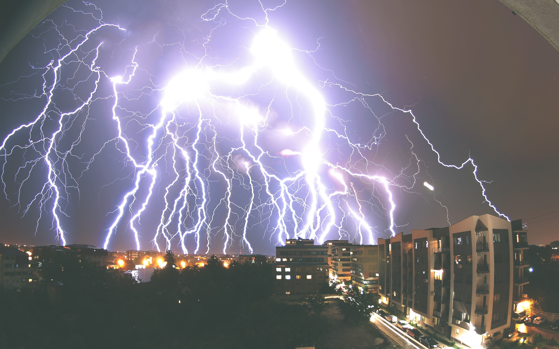 LightningStormCityNight Original Resolution 2880x1800 Download This Wallpaper