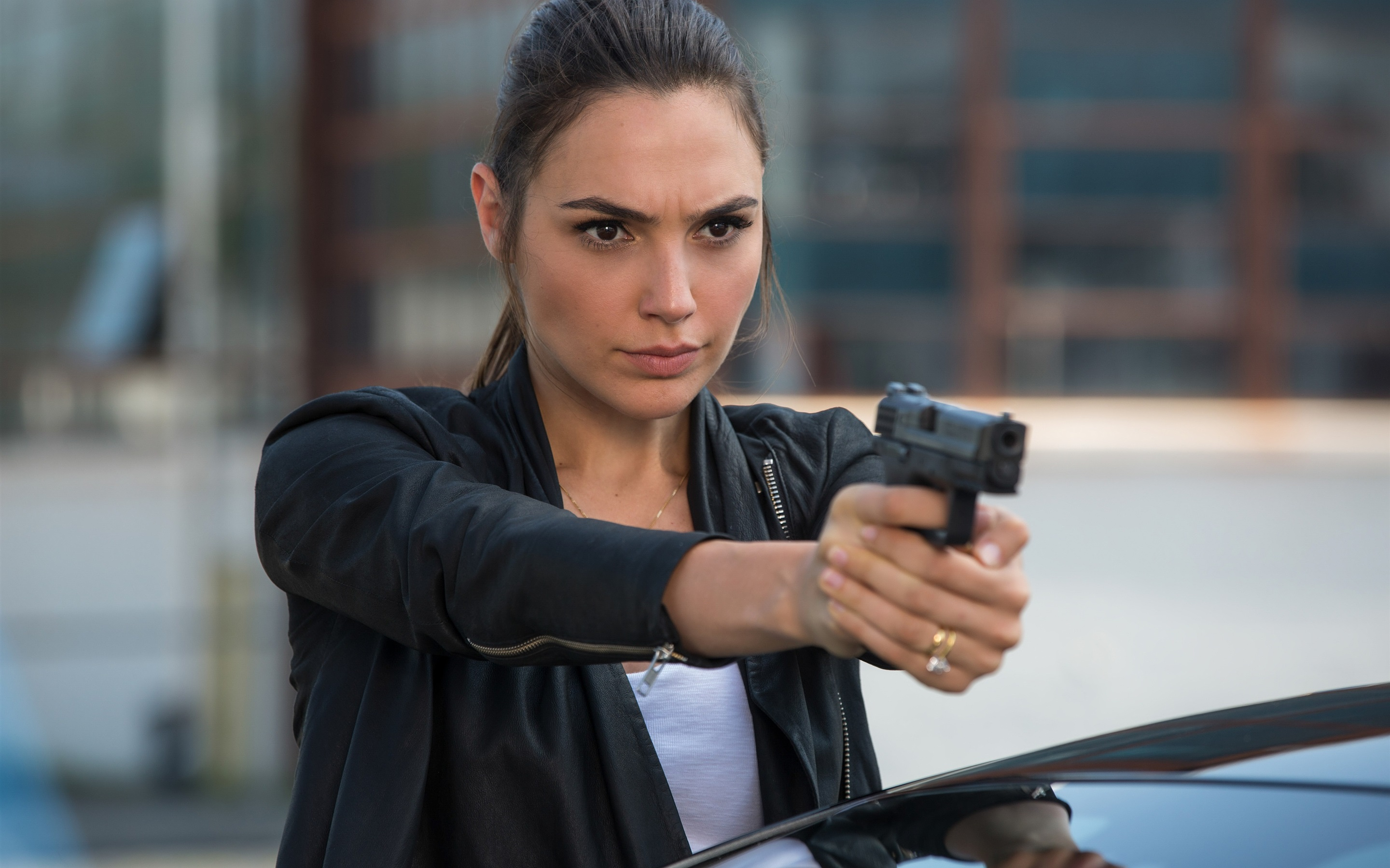 Keeping Up With The Joneses Download: Download Wallpaper 2880x1800 Gal Gadot, Keeping Up With