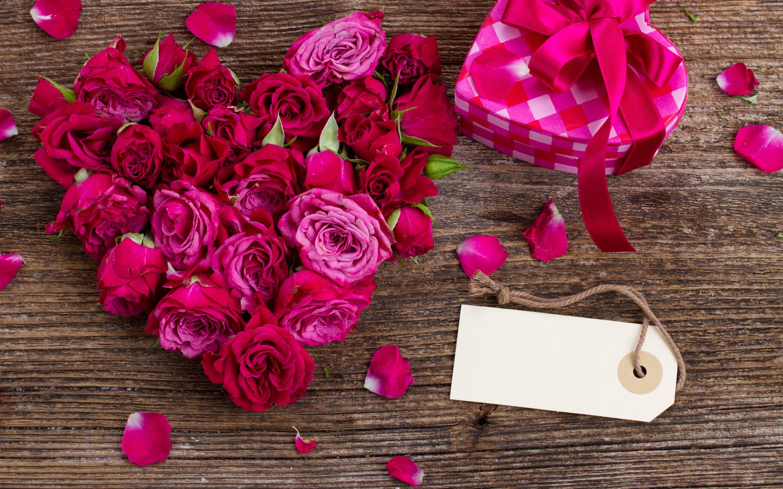 кожистые, красивые картинки роз с подарками нас