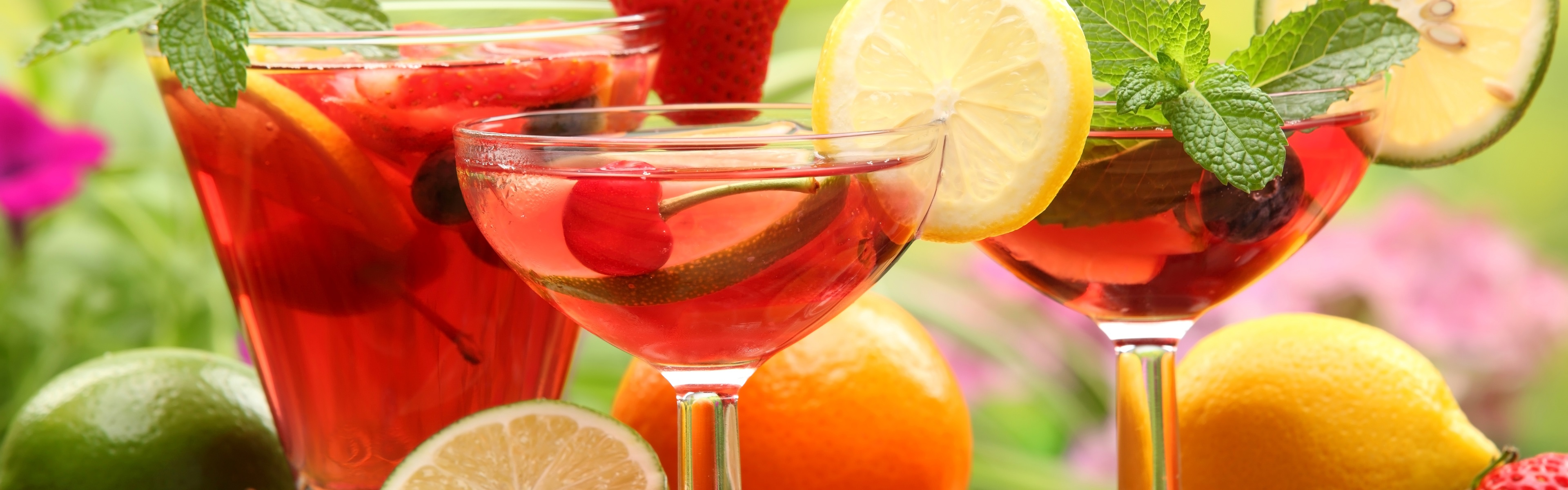 еда напитки лайм лимон апельсин клубника вишня коктейль food drinks lime lemon orange strawberry cherry cocktail  № 2154619  скачать