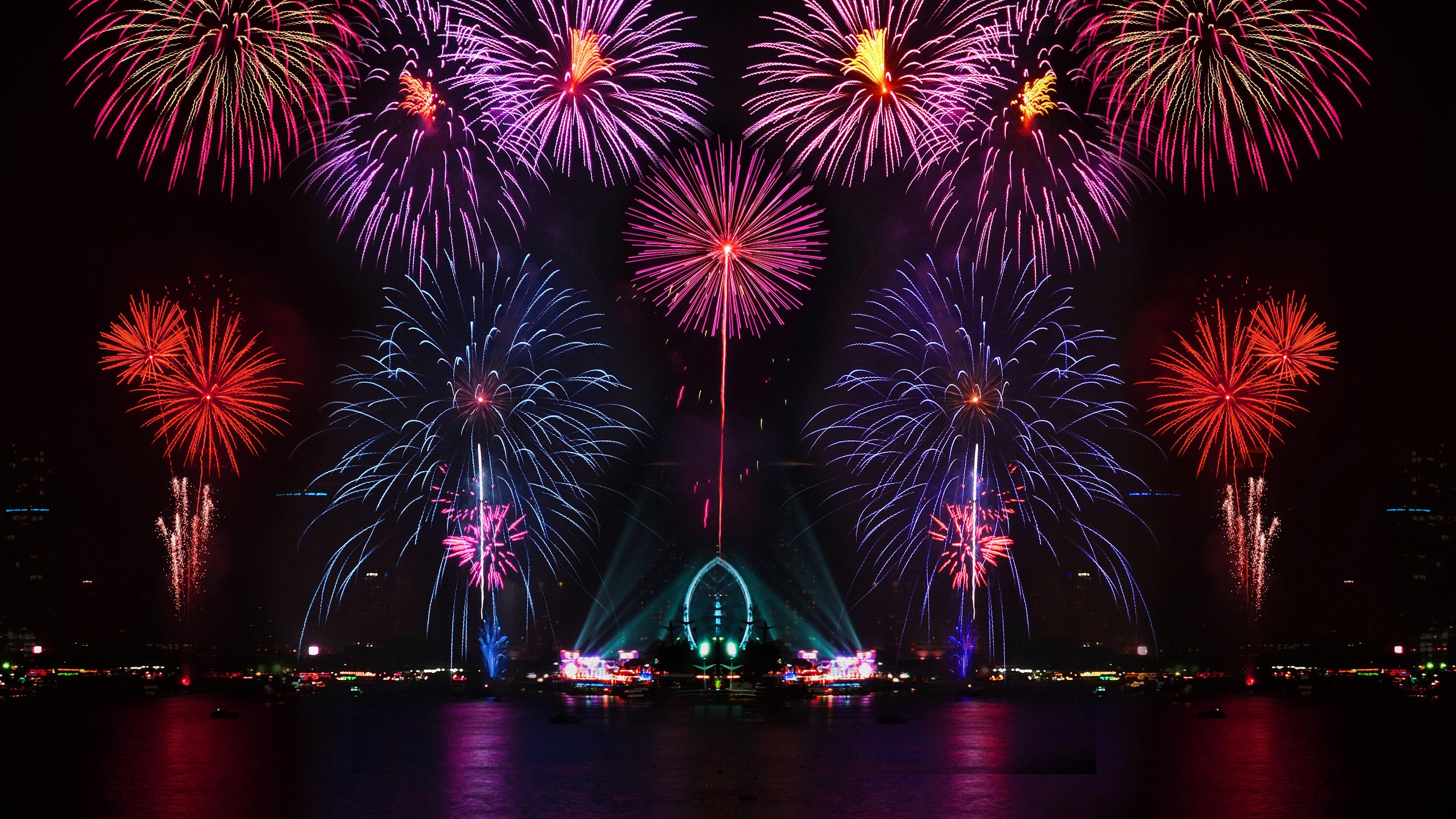 Schöne Stadt Nacht, bunt, Feuerwerk , Licht, Wasser Reflexion Hintergrundbild...