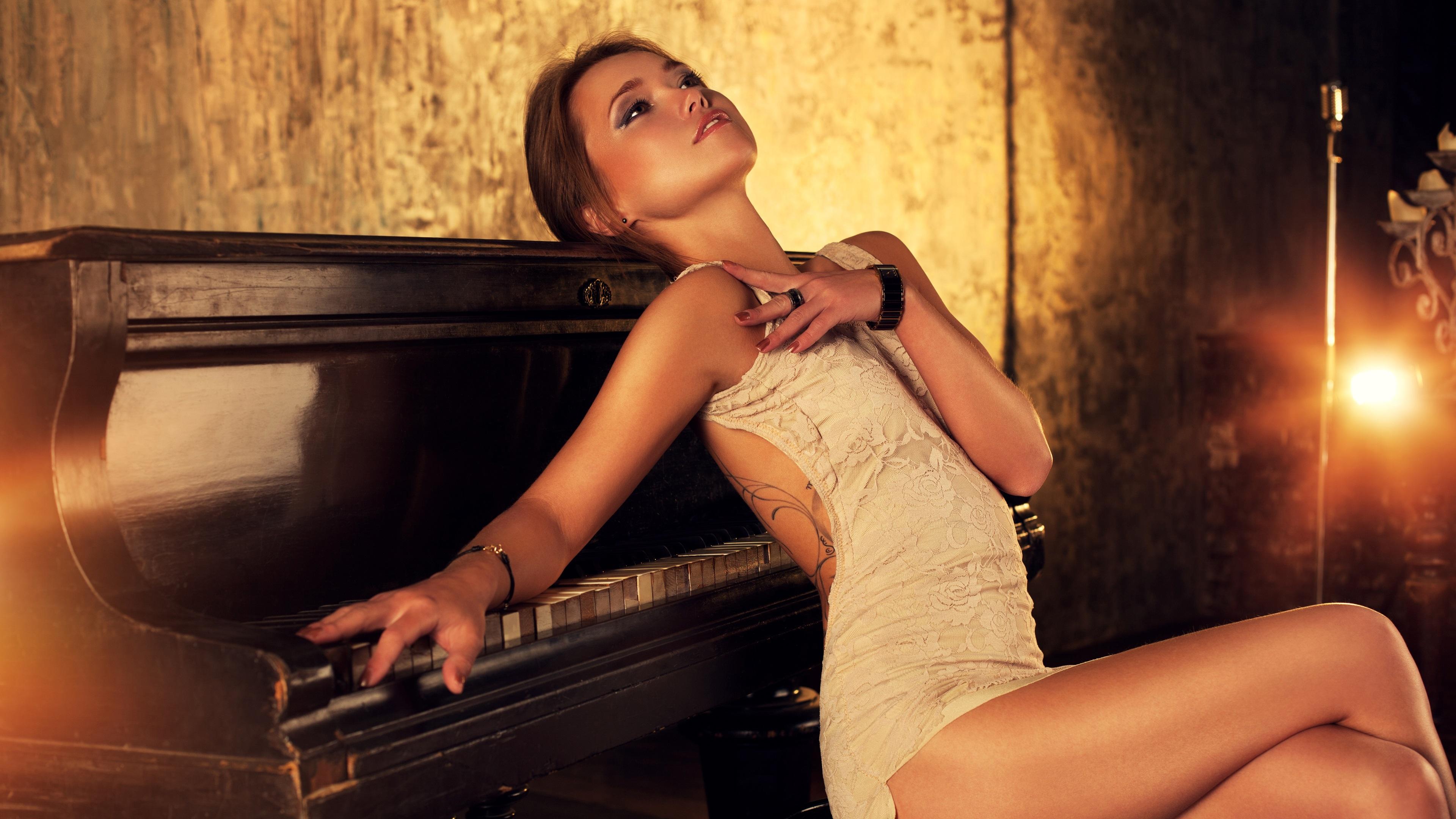 soblaznil-krasotku-zabavoy-na-pianino