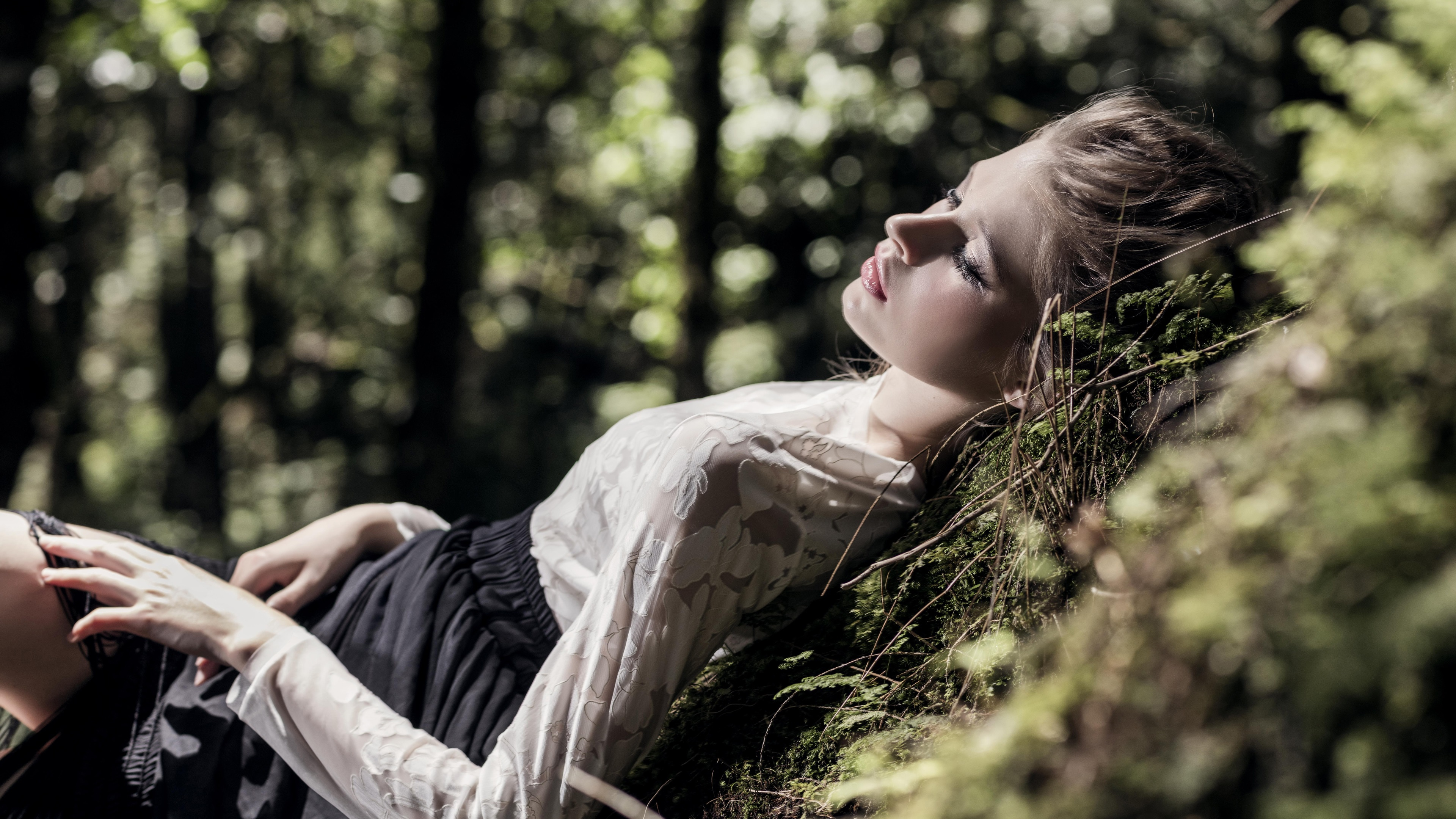 видео отдых девушек в лесу