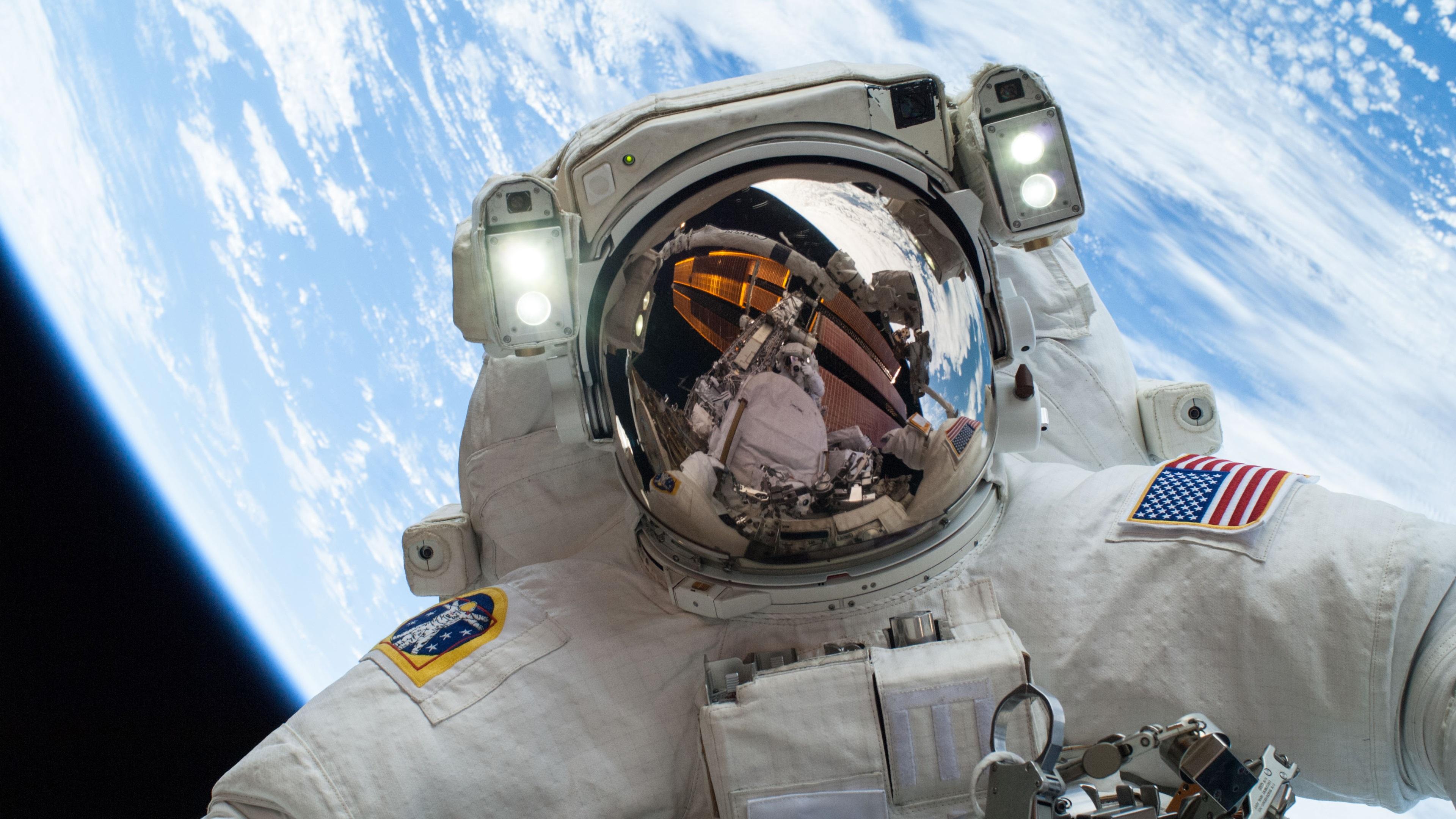 Fondos De Pantalla Astronauta De La Nasa En El Espacio