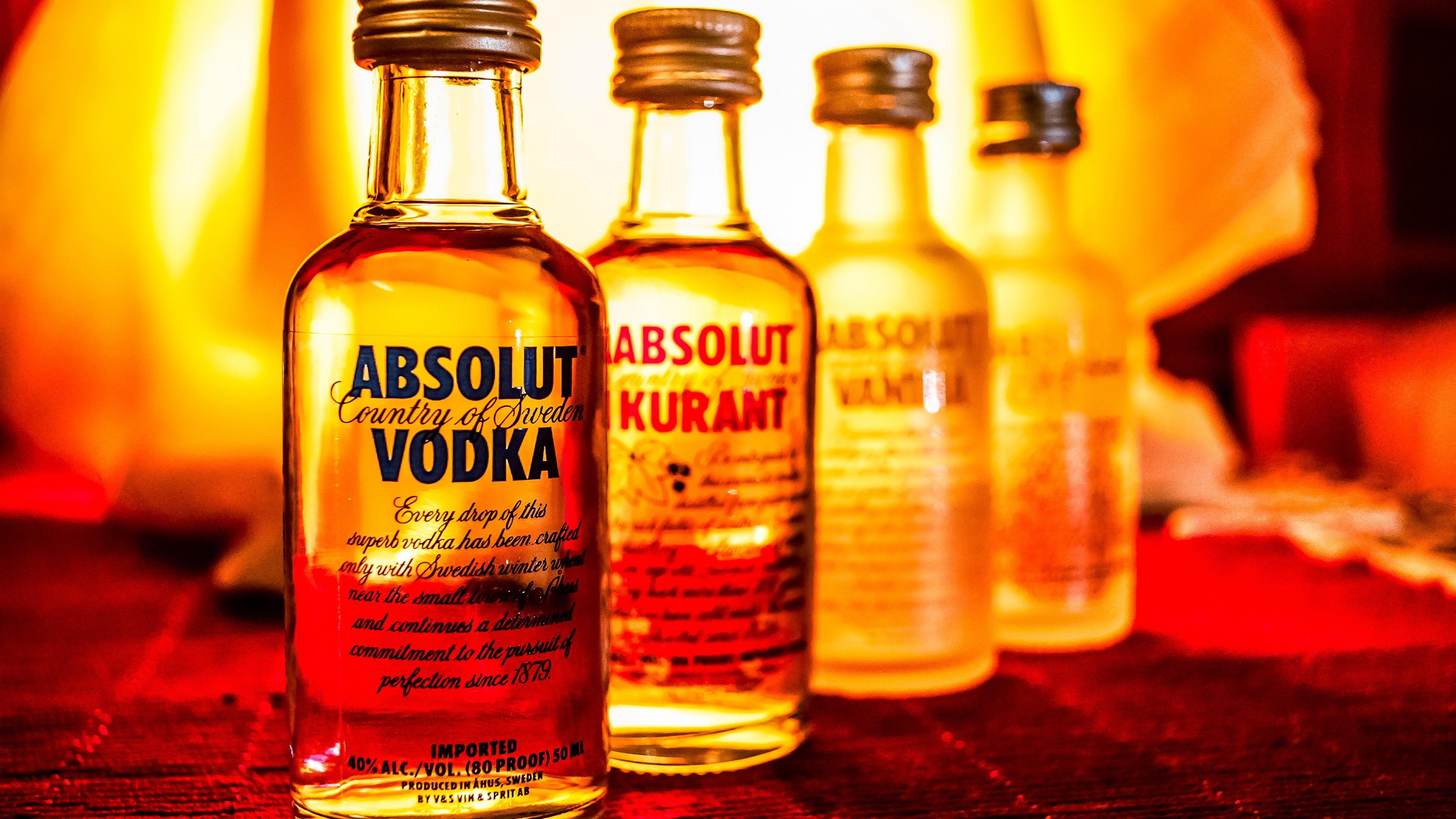 Fondos de pantalla Absolut Vodka, licor, botellas 3840x2160 UHD 4K Imagen