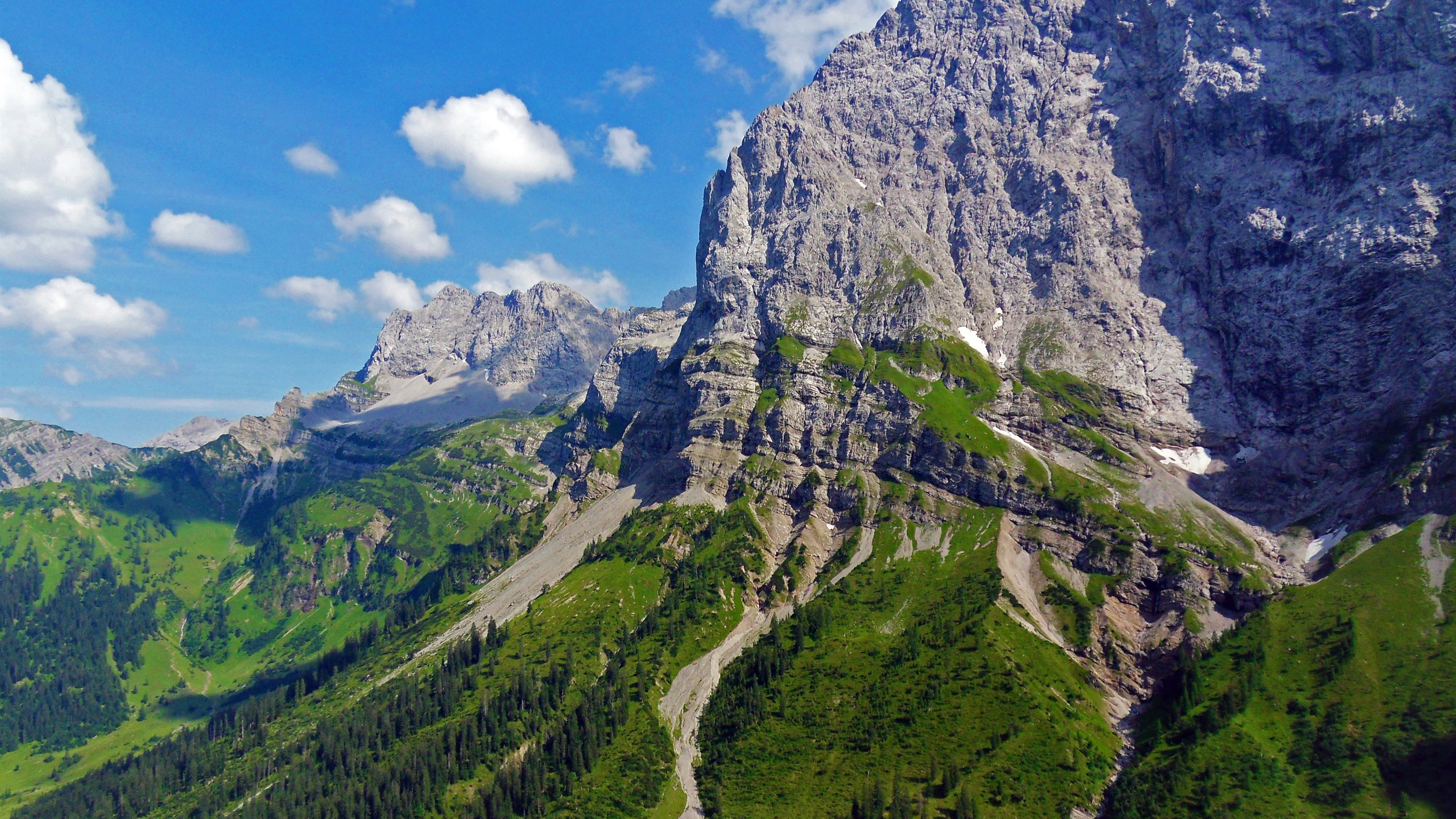 Free Images 4k Wallpaper Beach Calm Cliff Clouds Hd: オーストリア、アルプス山、木々、崖、雲 壁紙