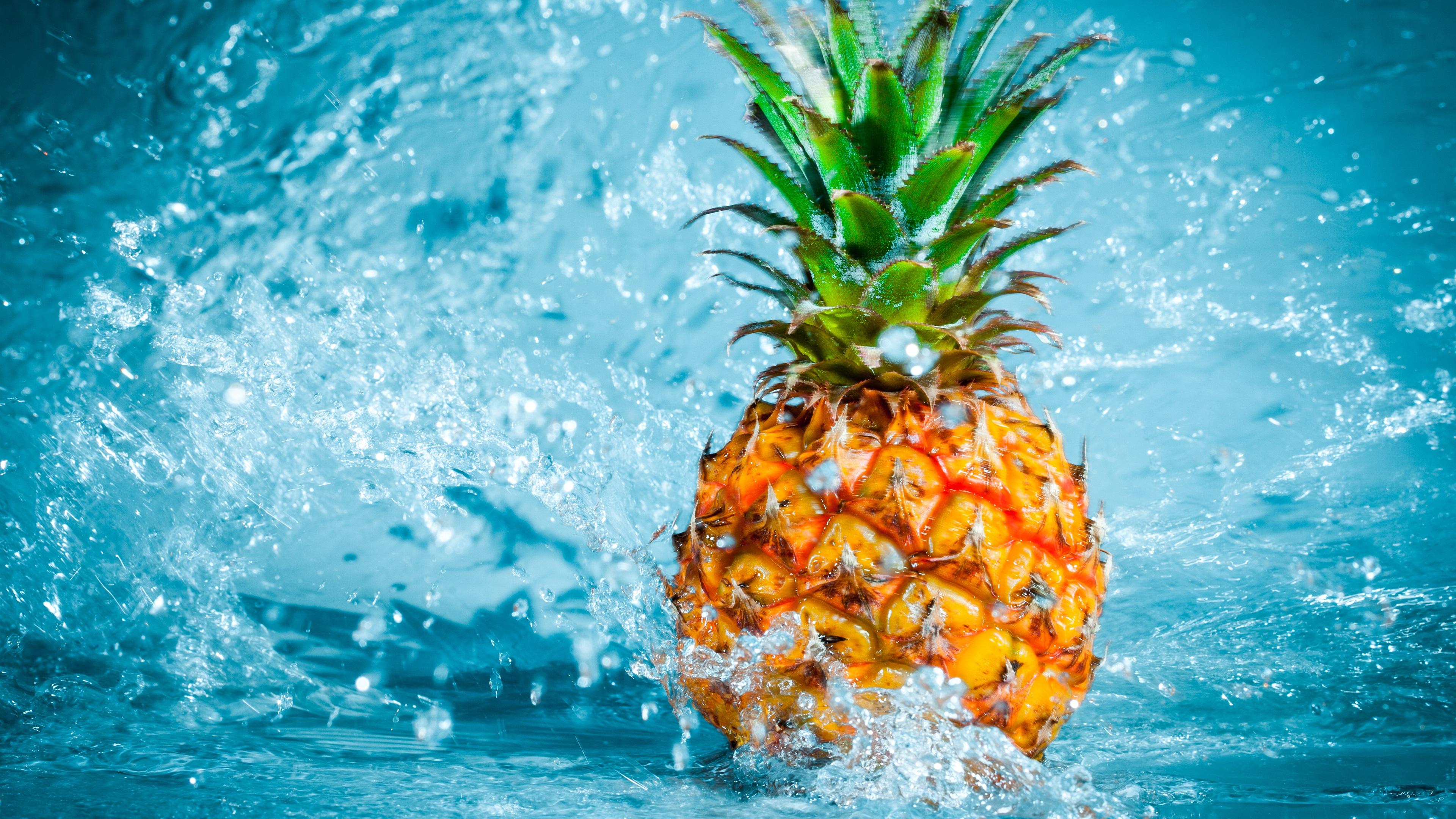Fonds d 39 cran ananas tombant dans l 39 eau claboussures for Fond ecran ananas