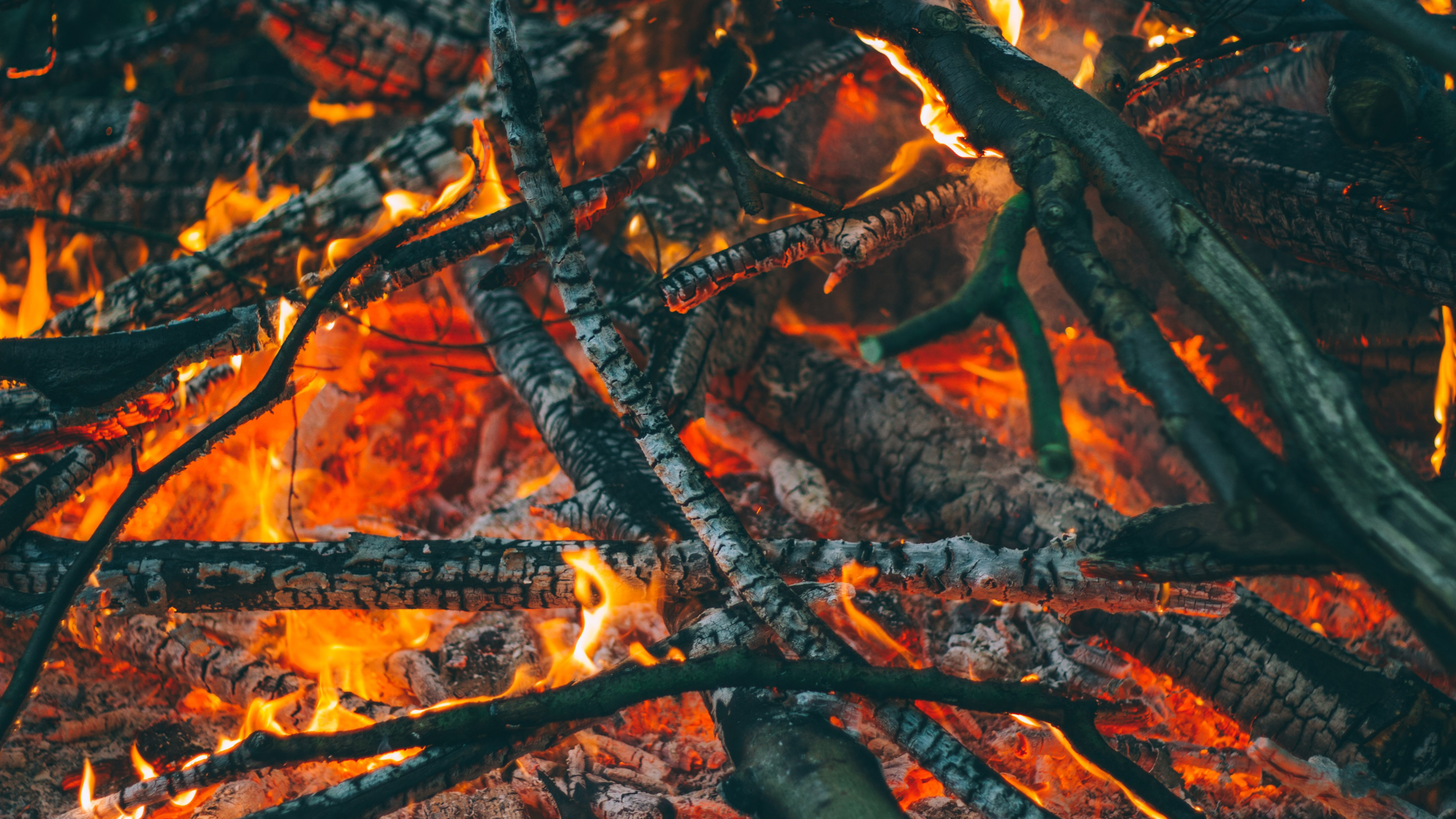 Wallpaper Firewood Carbon Fire 3840x2160 Uhd 4k Picture Image