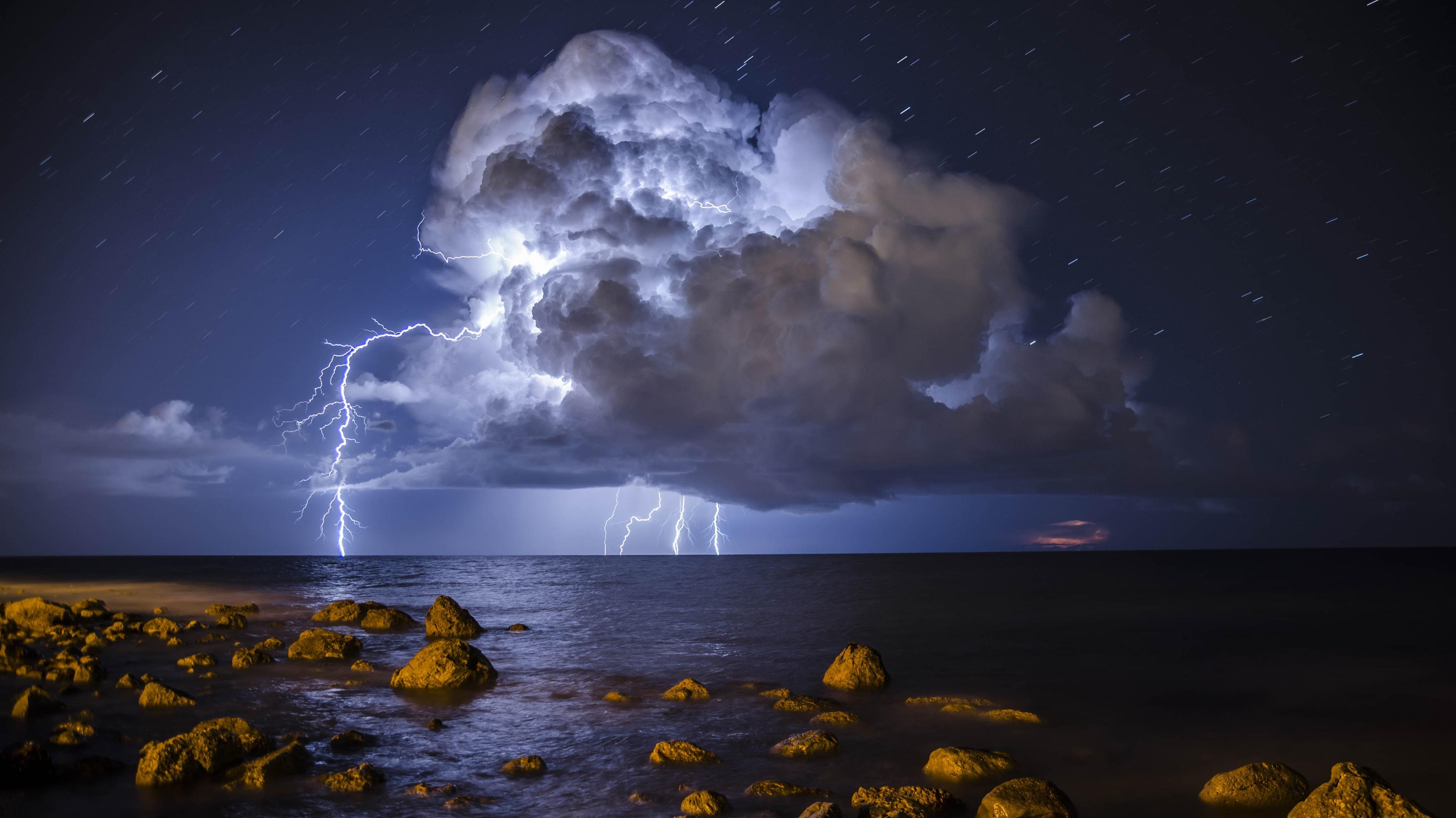 Wallpaper storm lightning sea stones 3840x2160 uhd 4k for Immagini divertenti desktop