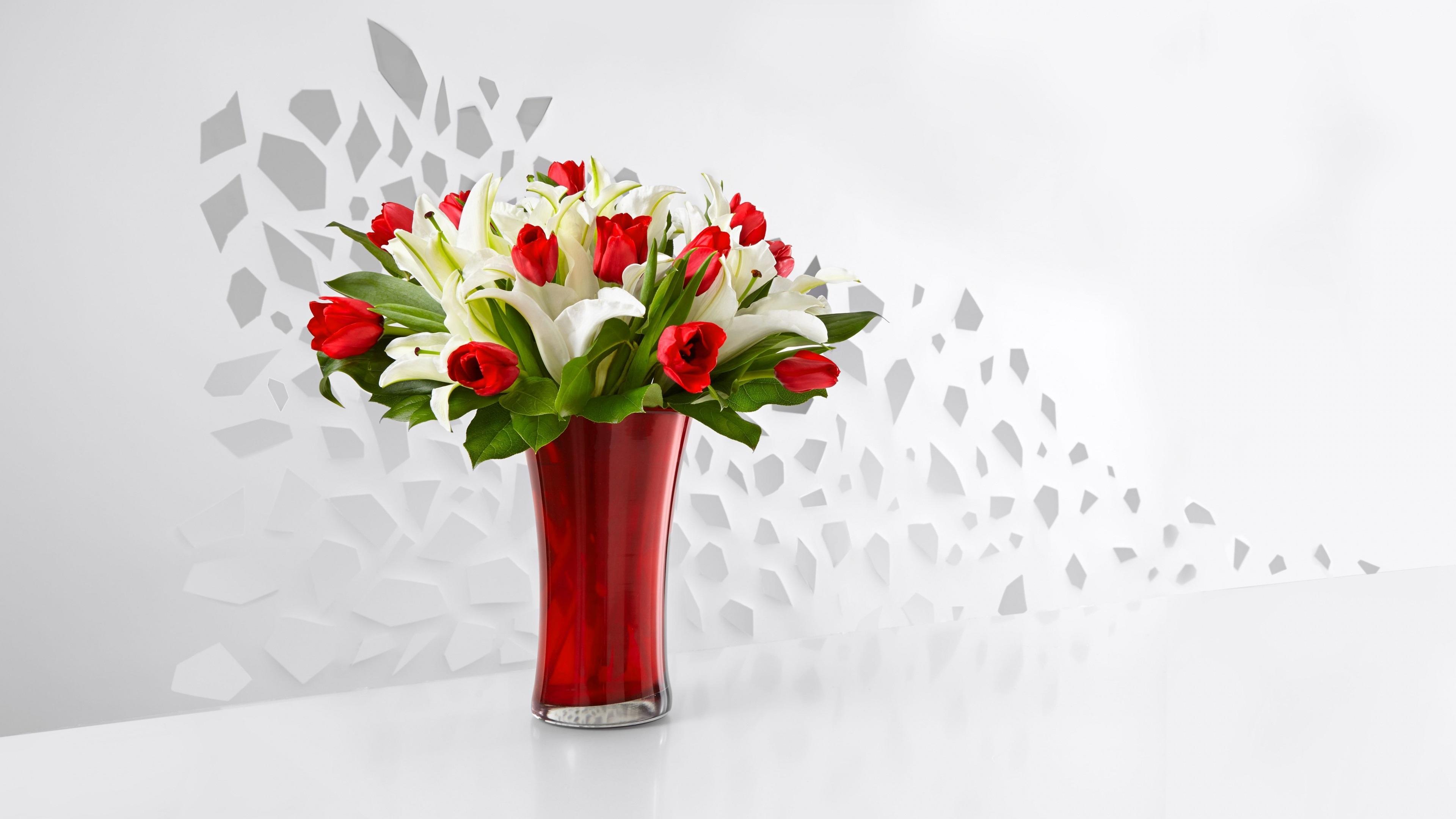 Обои на рабочий стол красные тюльпаны в вазе