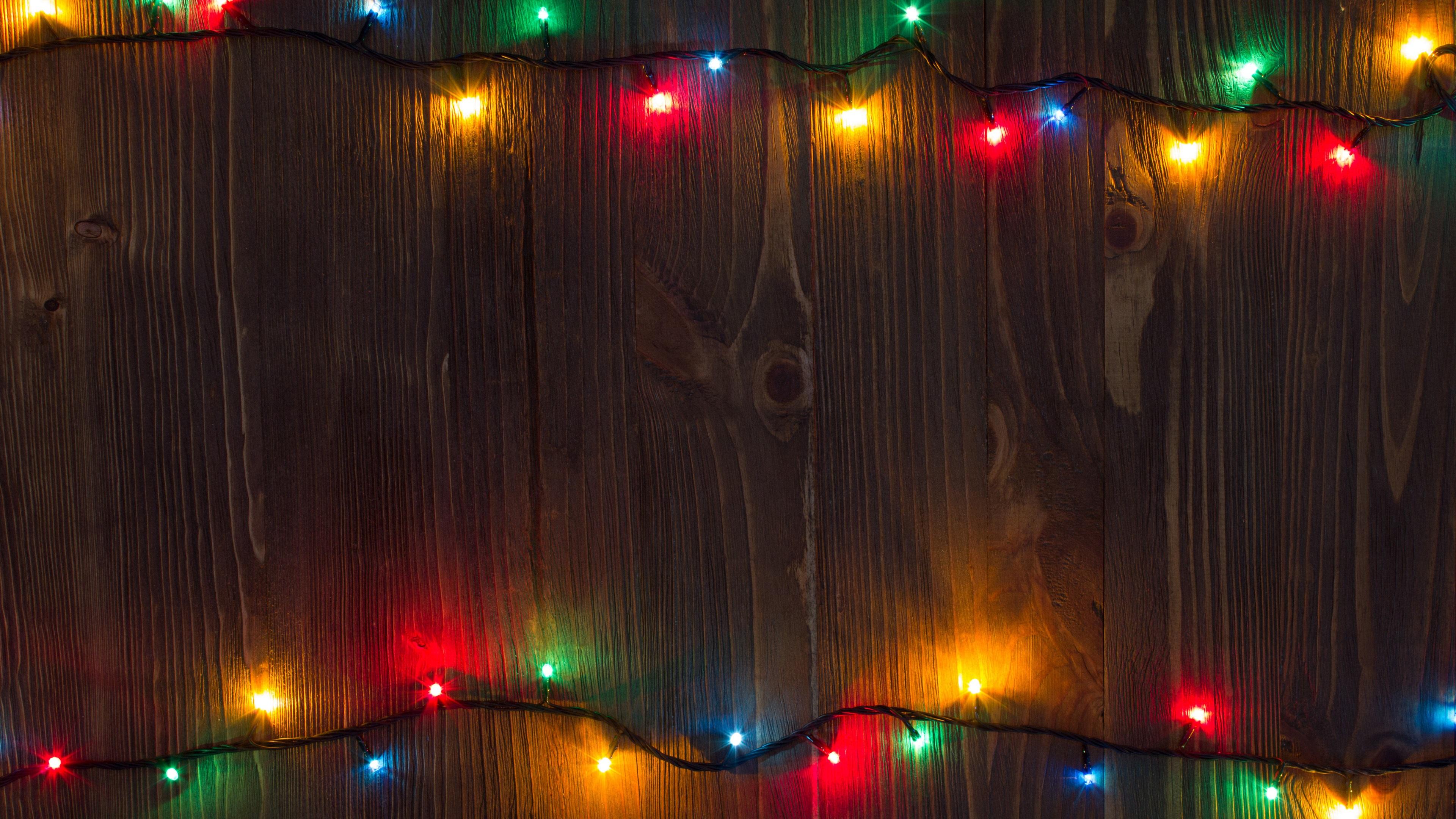 wallpaper colorful holiday lights, wood board 3840x2160 uhd 4k