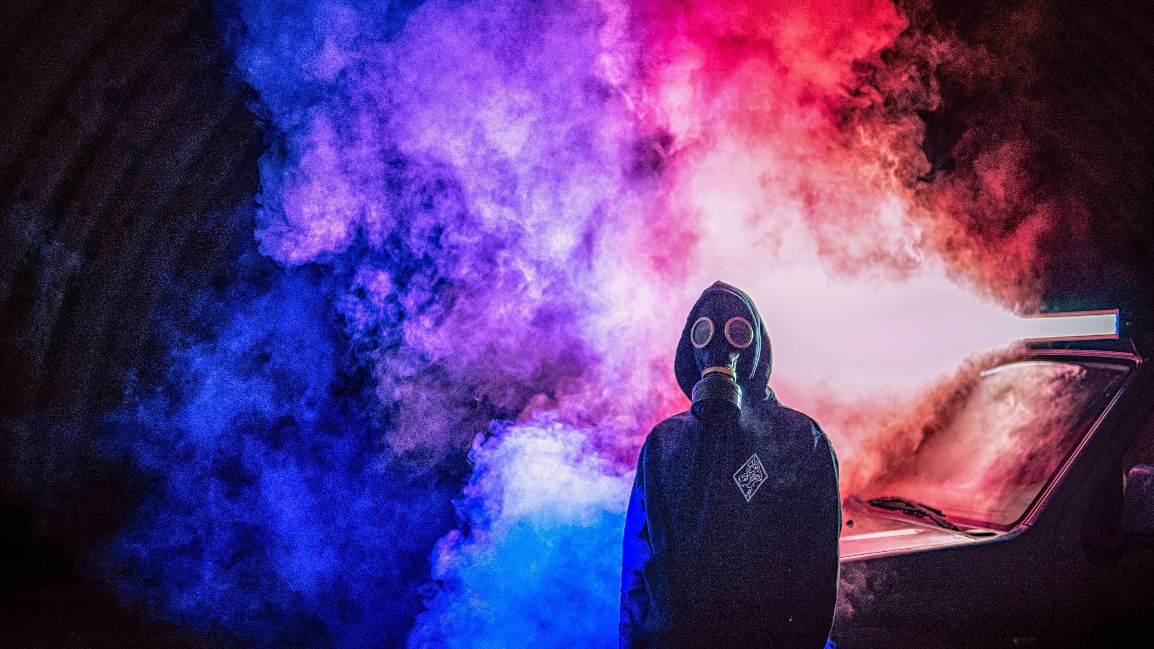 Wallpaper Gas Mask Smoke Man Car 3840x2160 Uhd 4k Picture Image