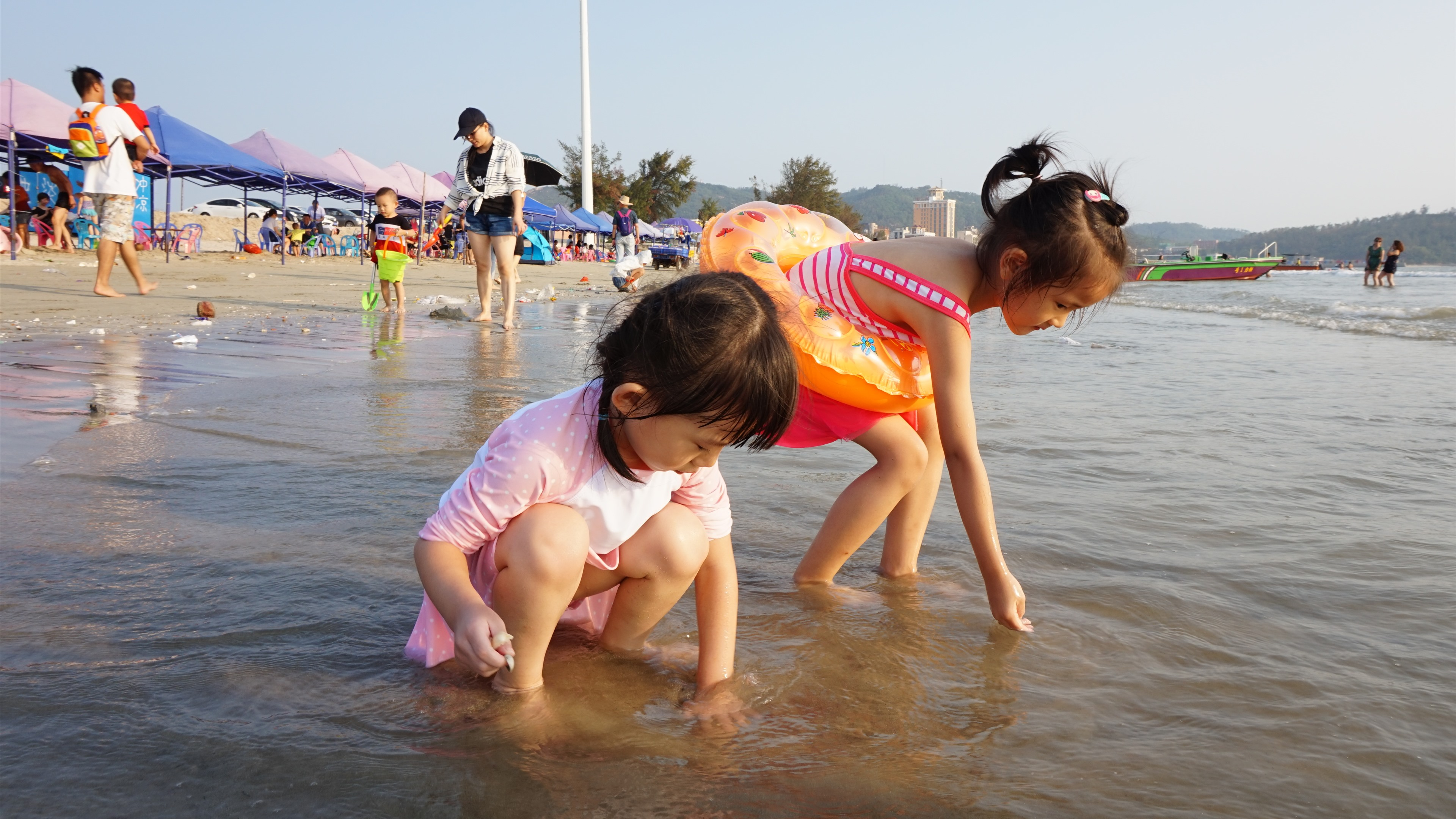 Two Little Girls Play In Beach Child Sea Water 1242x2688 Iphone