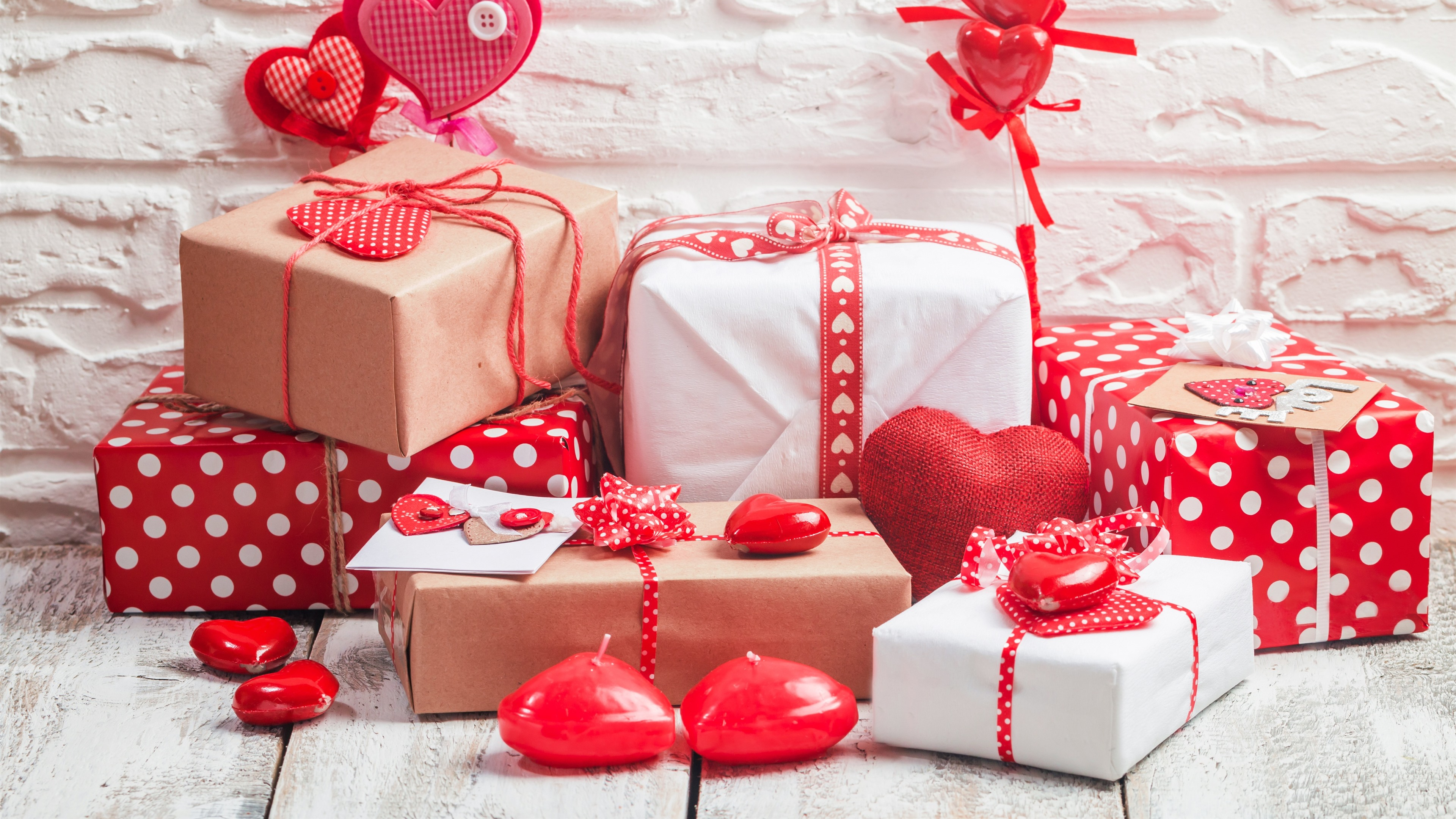 Wallpaper Gifts And Love Hearts Wall Background 3840x2160 Uhd 4k Picture Image