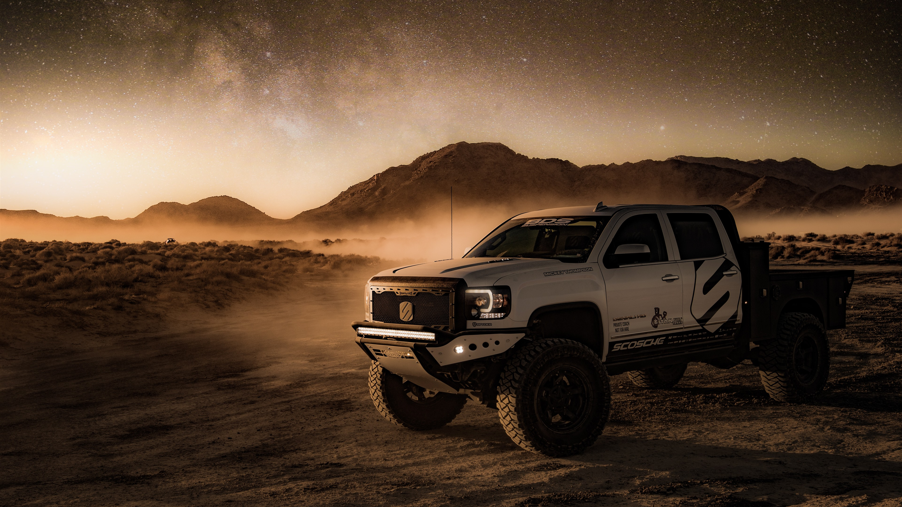 Wallpaper 4x4 Auto, Desert, Dust, Starry 5120x2880 UHD 5K