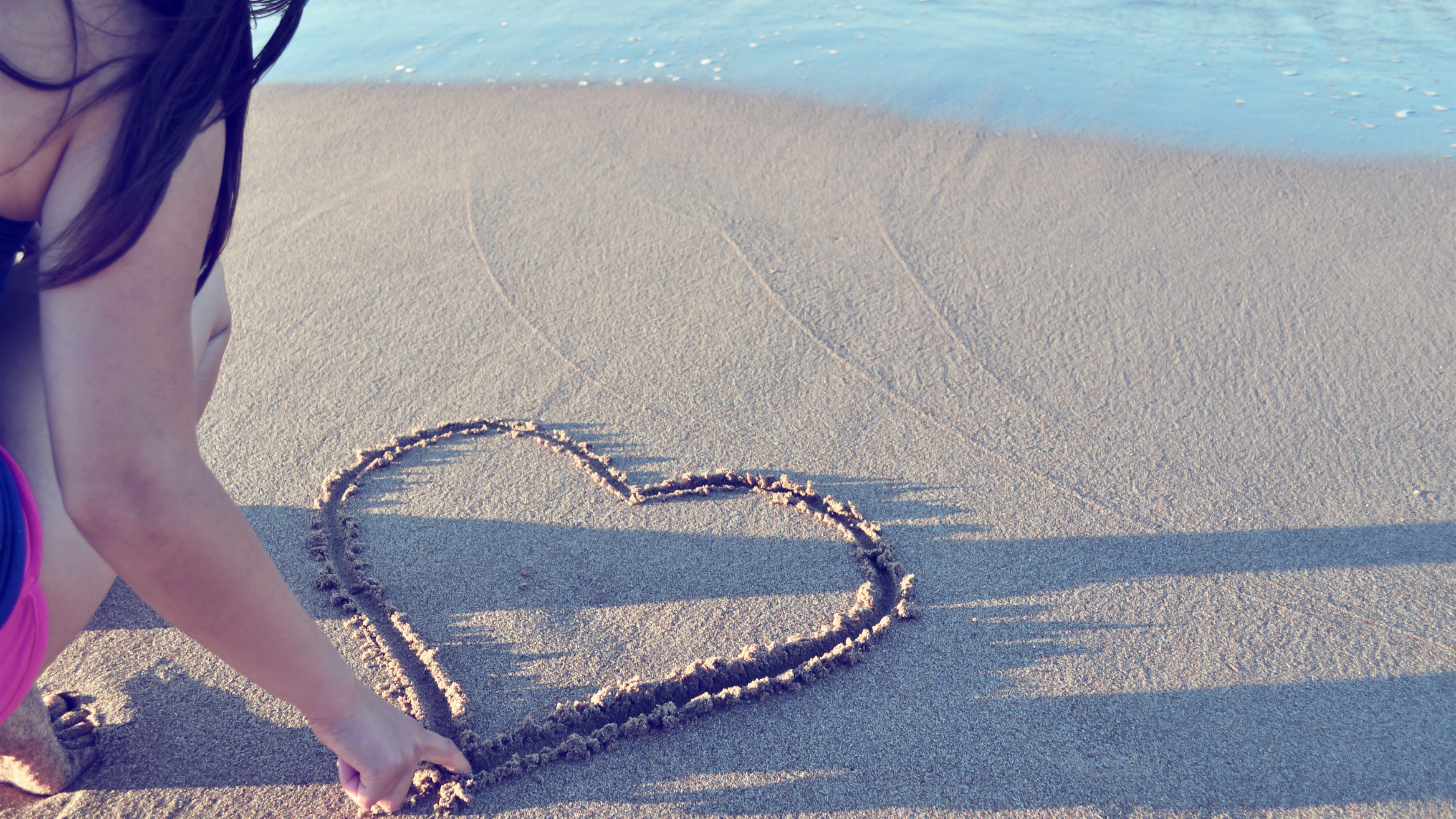 Love Heart Sand Beach Girl Sea 1242x2688 Iphone Xs Max