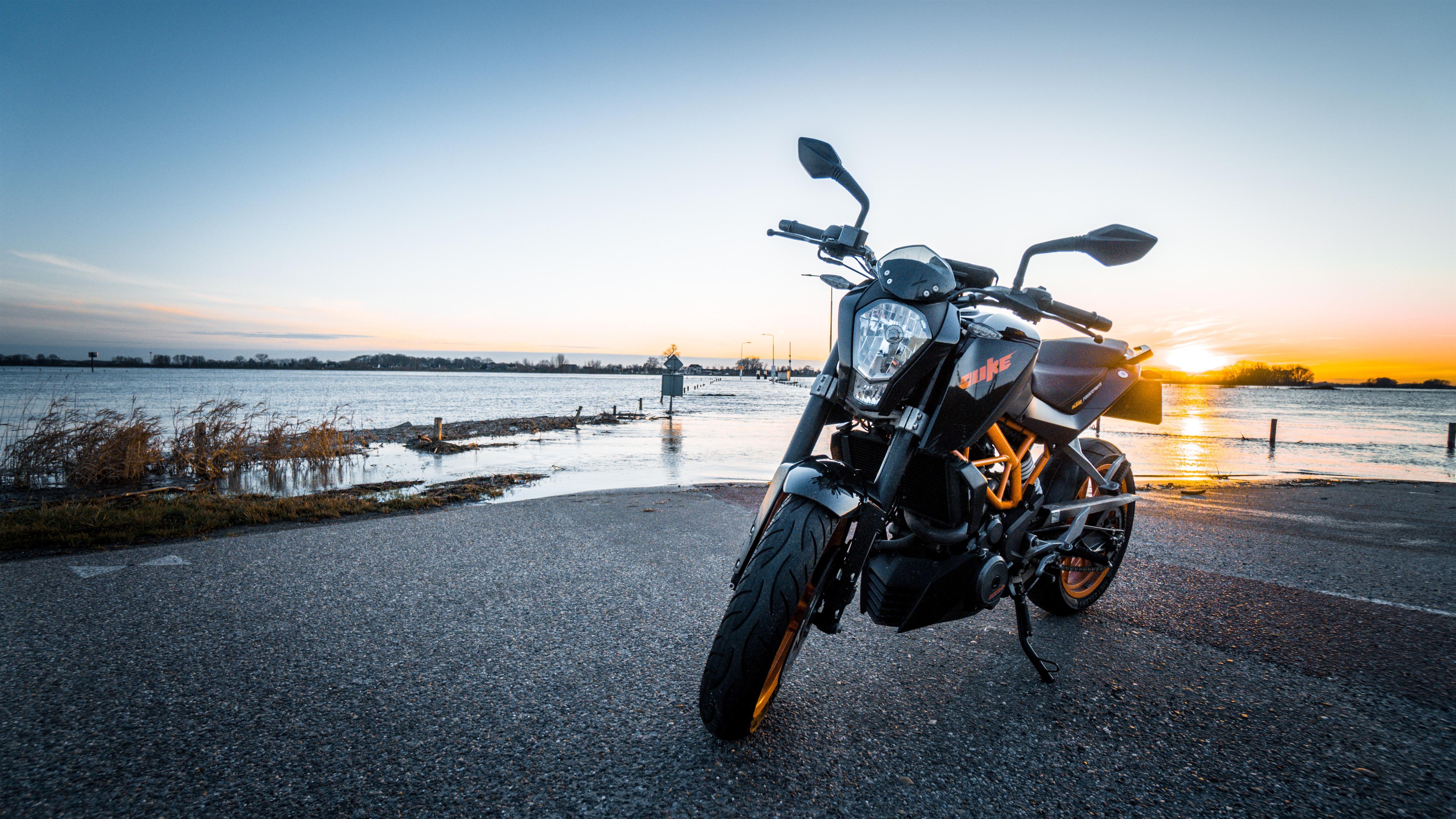 Fonds D écran Ktm Moto Vue De Face Rivière 5120x2880 Uhd