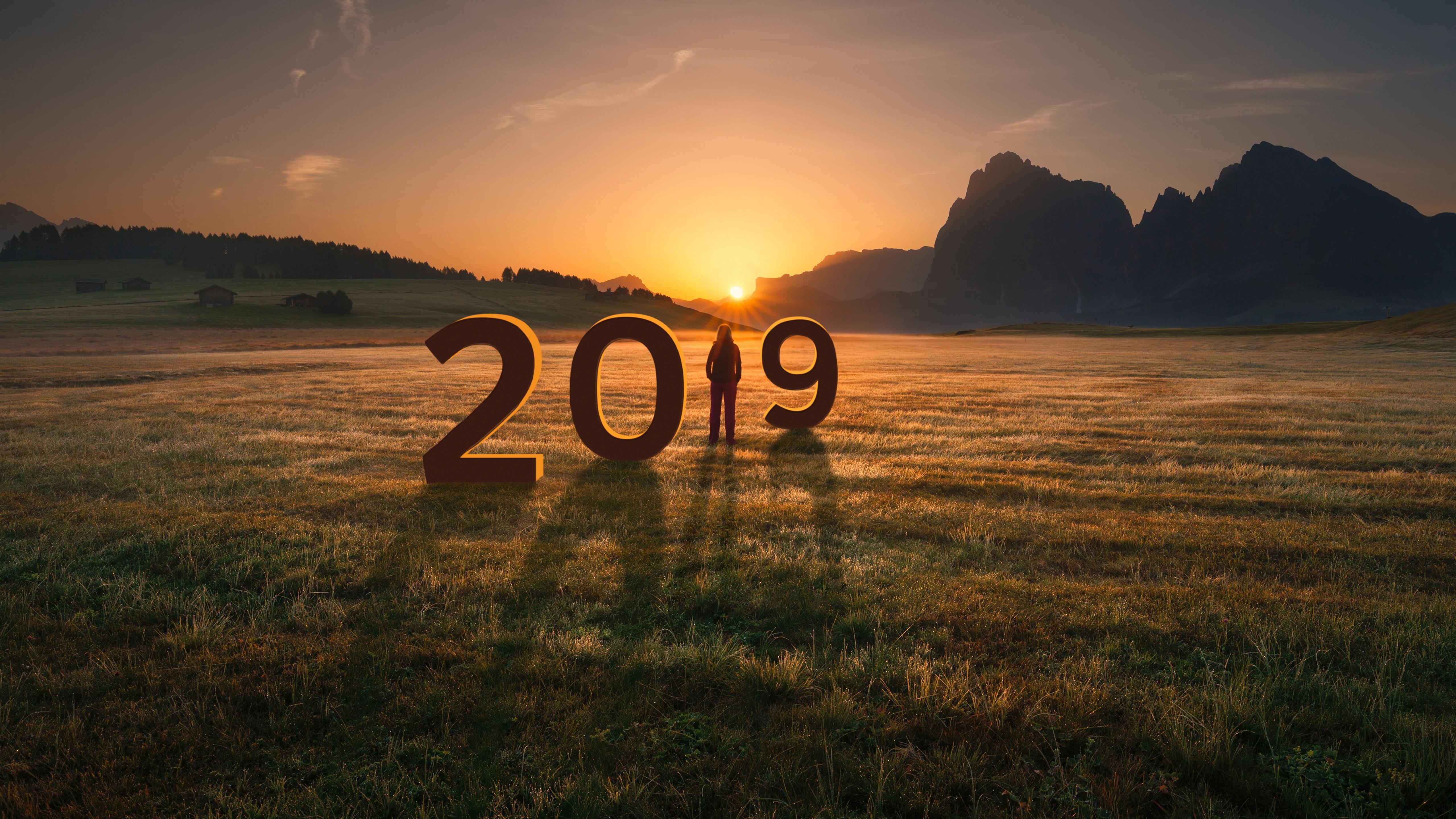 Best Of New Year 2019 Wallpapers Hd For: 배경 화면 새해 2019 년, 잔디, 여자, 산, 일몰 5120x2880 UHD 5K 그림, 이미지