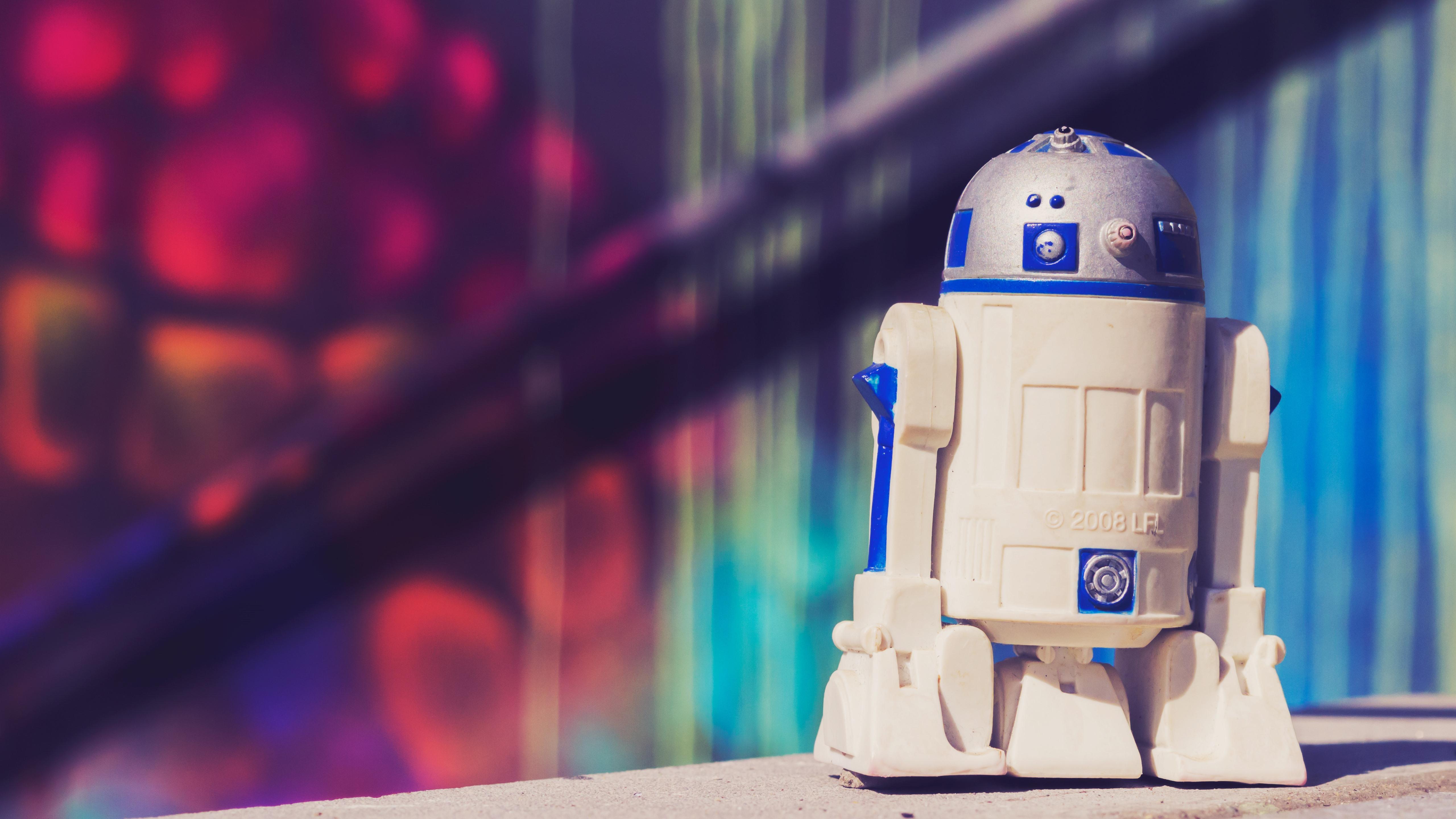 壁紙 R2 D2ロボット玩具 5120x2880 Uhd 5k 無料のデスクトップの背景 画像