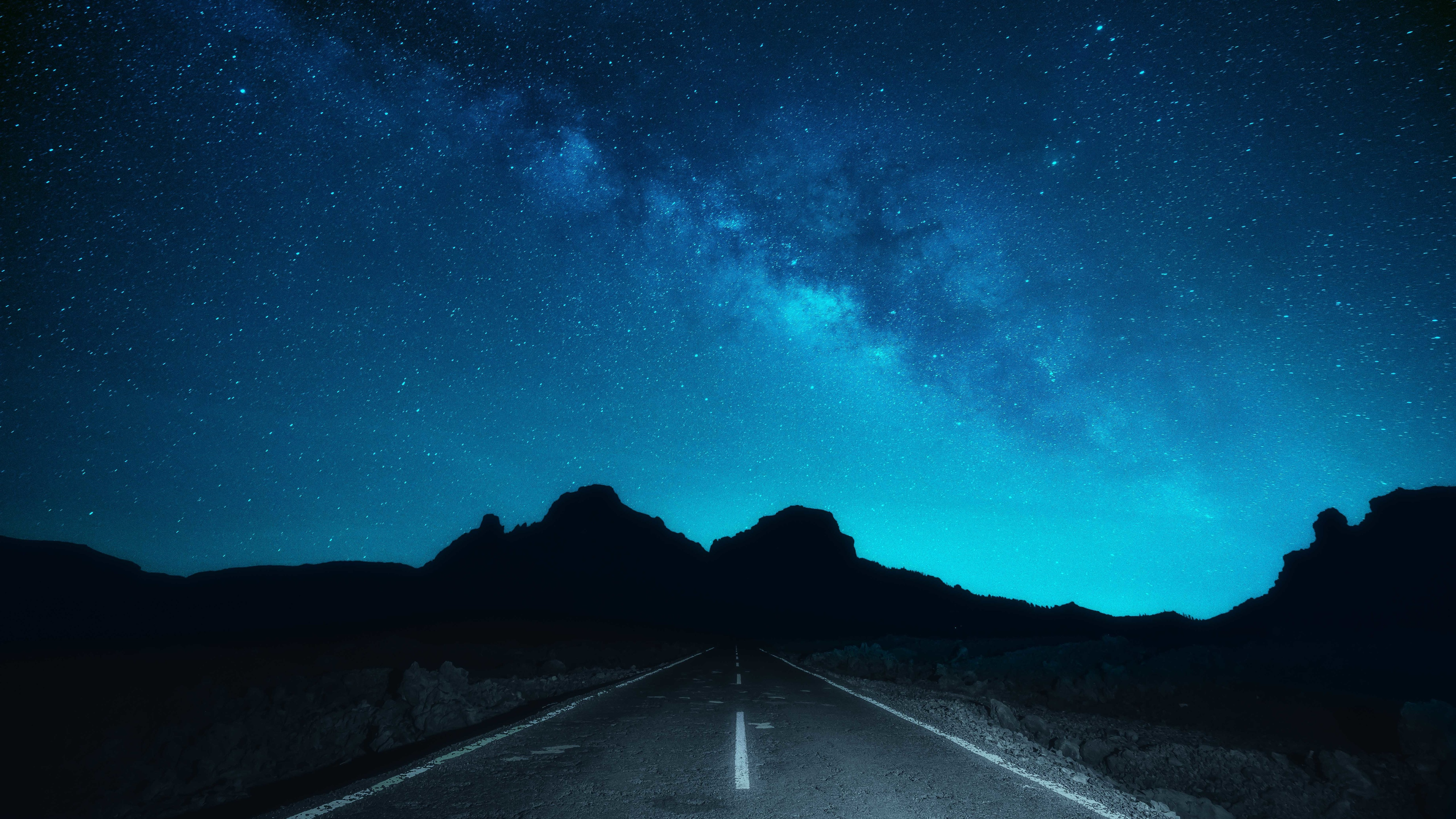 壁紙 美しい夜空 星空 道路 5120x2880 Uhd 5k 無料のデスクトップの