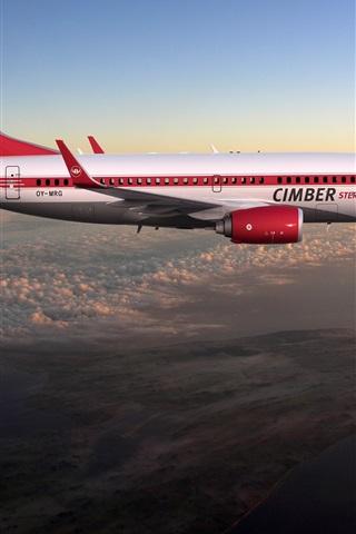 iPhone Wallpaper Boeing 737 flight in sky