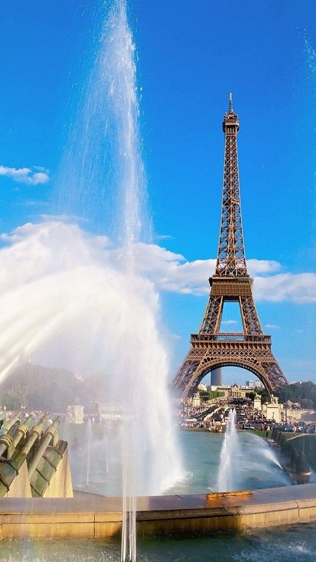 Fountains And The Eiffel Tower In Paris 640x1136 Iphone 5 5s 5c Se Wallpaper Background Picture Image