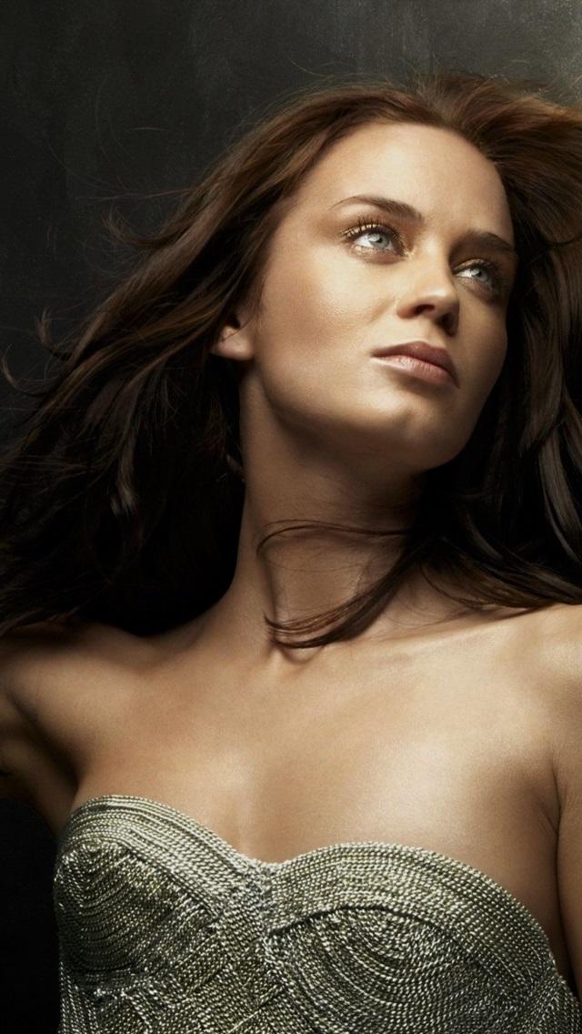 Emily Blunt HD wallpaper | Wallpaper Flare | 1136x640