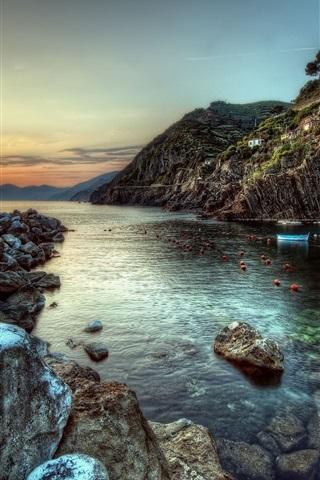 iPhone Обои Прибрежный город, построенный на скалах