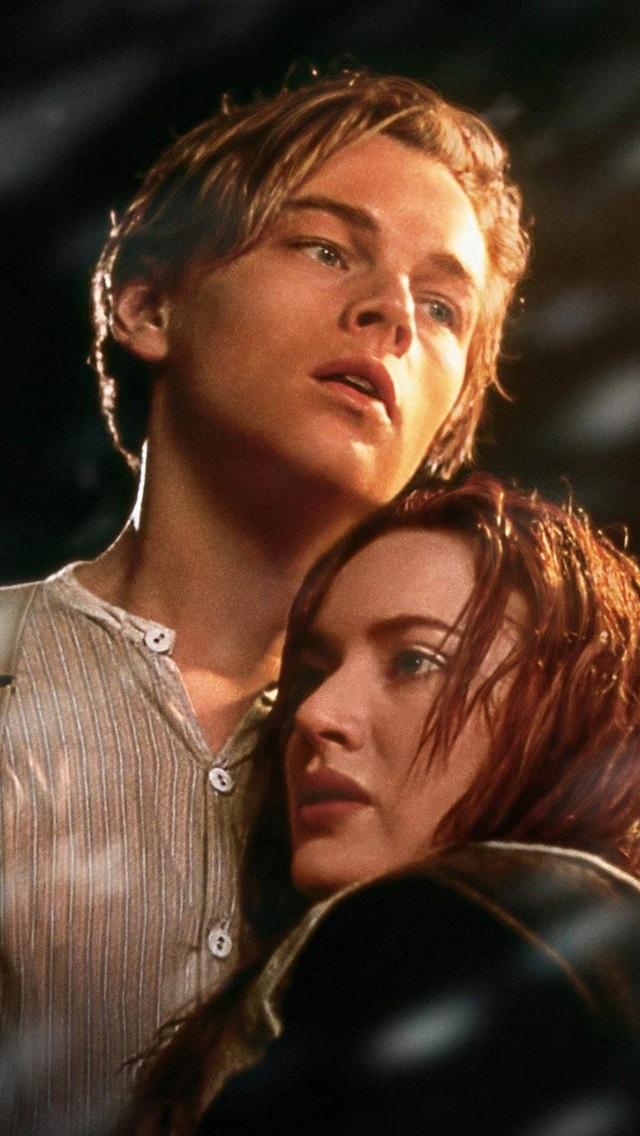 Leonardo Dicaprio And Kate Winslet In Titanic 750x1334