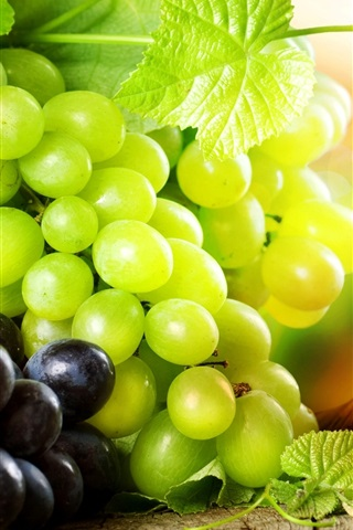 iPhone Wallpaper Delicious green grapes and red grapes