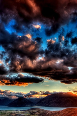 iPhone Wallpaper Dawn sky thick clouds, the sun shining bright rays