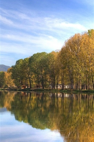 iPhone Wallpaper Park autumn lakes, quiet environment, trees, mountains, water reflection