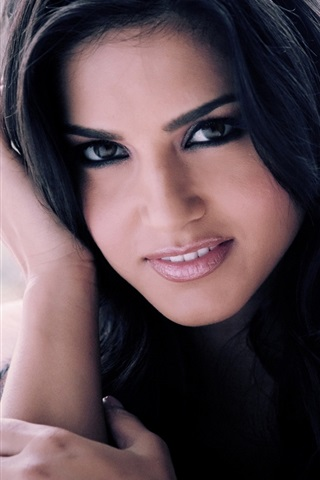iPhone Wallpaper Sunny Leone 02