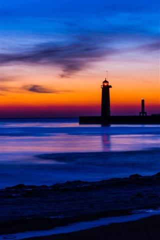 iPhone Wallpaper USA, Michigan, sea, beach, lighthouse, night, blue and orange sky, sunset, clouds