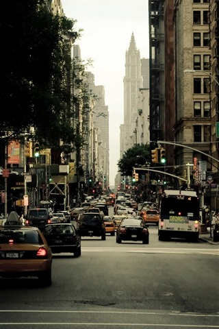iPhone Wallpaper New York, city street, skyscrapers, cars, people