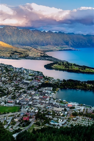 iPhone Wallpaper Queenstown, New Zealand, Lake Wakatipu, bay, mountains, city