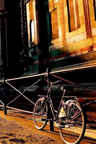 iPhone Wallpaper Florence, Toscana, Italy city street, house, bike, sunrise