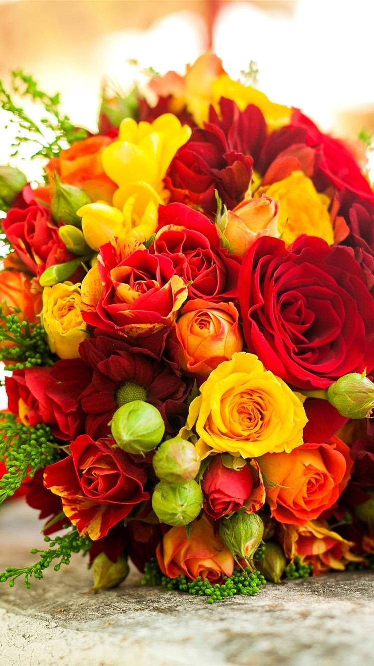 ブーケの花は 赤 黄バラ 750x1334 Iphone 8 7 6 6s 壁紙 背景 画像