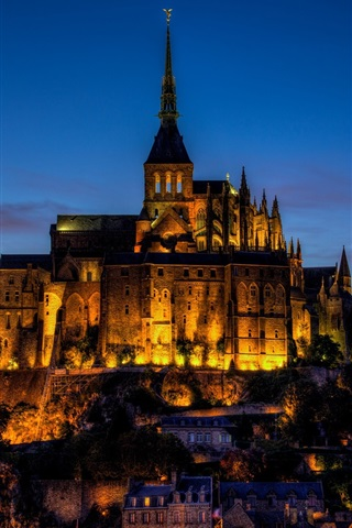 iPhone Wallpaper France, Mont Saint-Michel, castle, city evening, lights