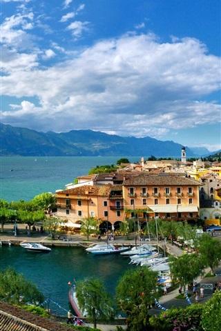 iPhone Wallpaper Italy, Torri del Benaco, Veneto, city, house, sea, boats, blue sky