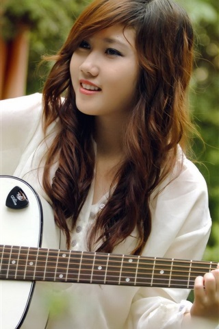 iPhone Wallpaper Smile guitar girl, music, asian